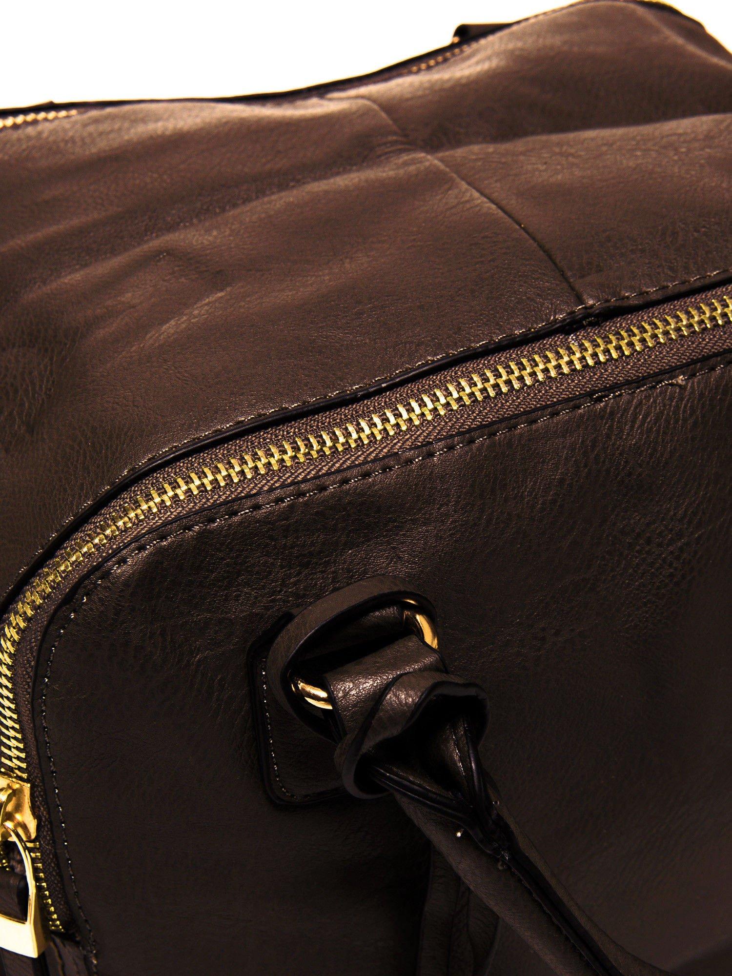Miękki kuferek w kolorze kawowym                                  zdj.                                  5