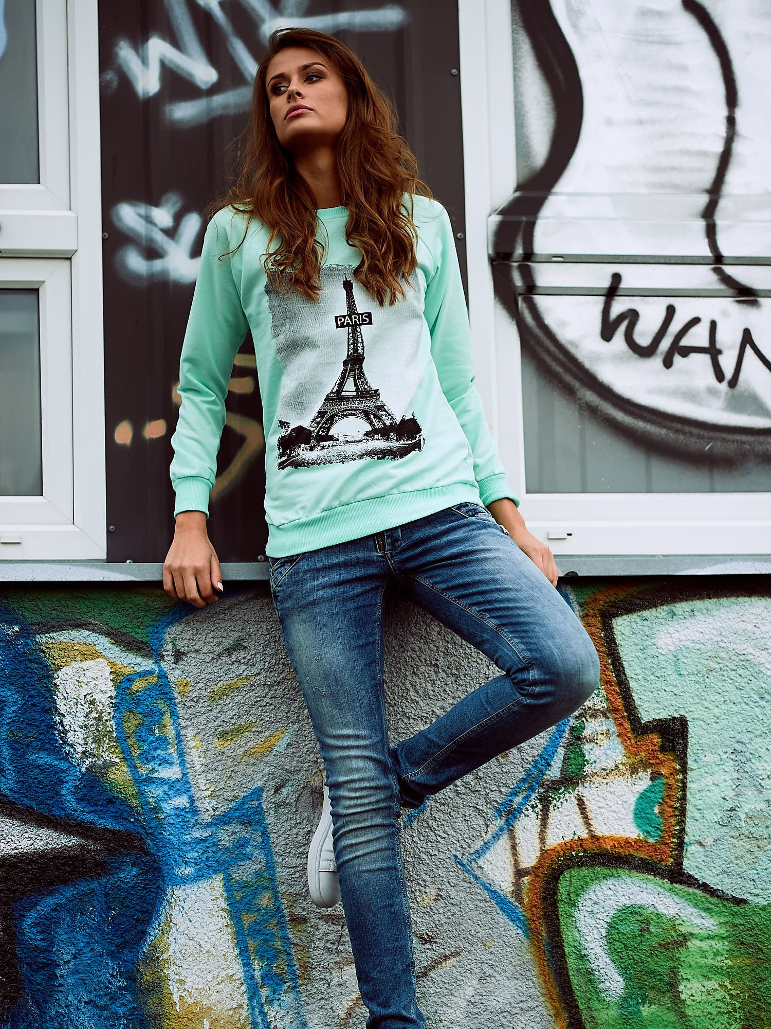 Miętowa bluza z motywem Wieży Eiffla                                  zdj.                                  6