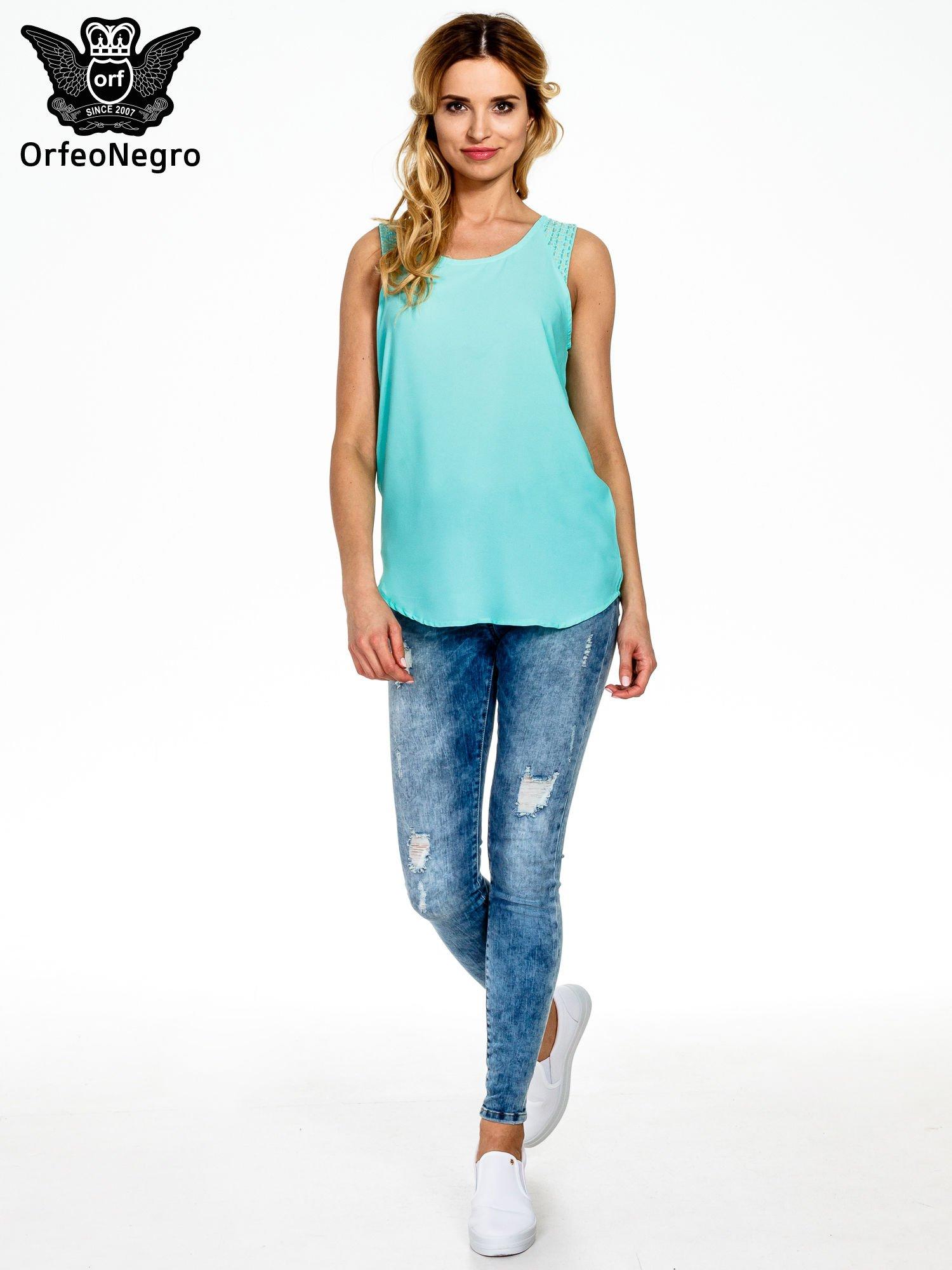 Miętowa bluzka koszulowa z koralikami przy ramionach                                  zdj.                                  6