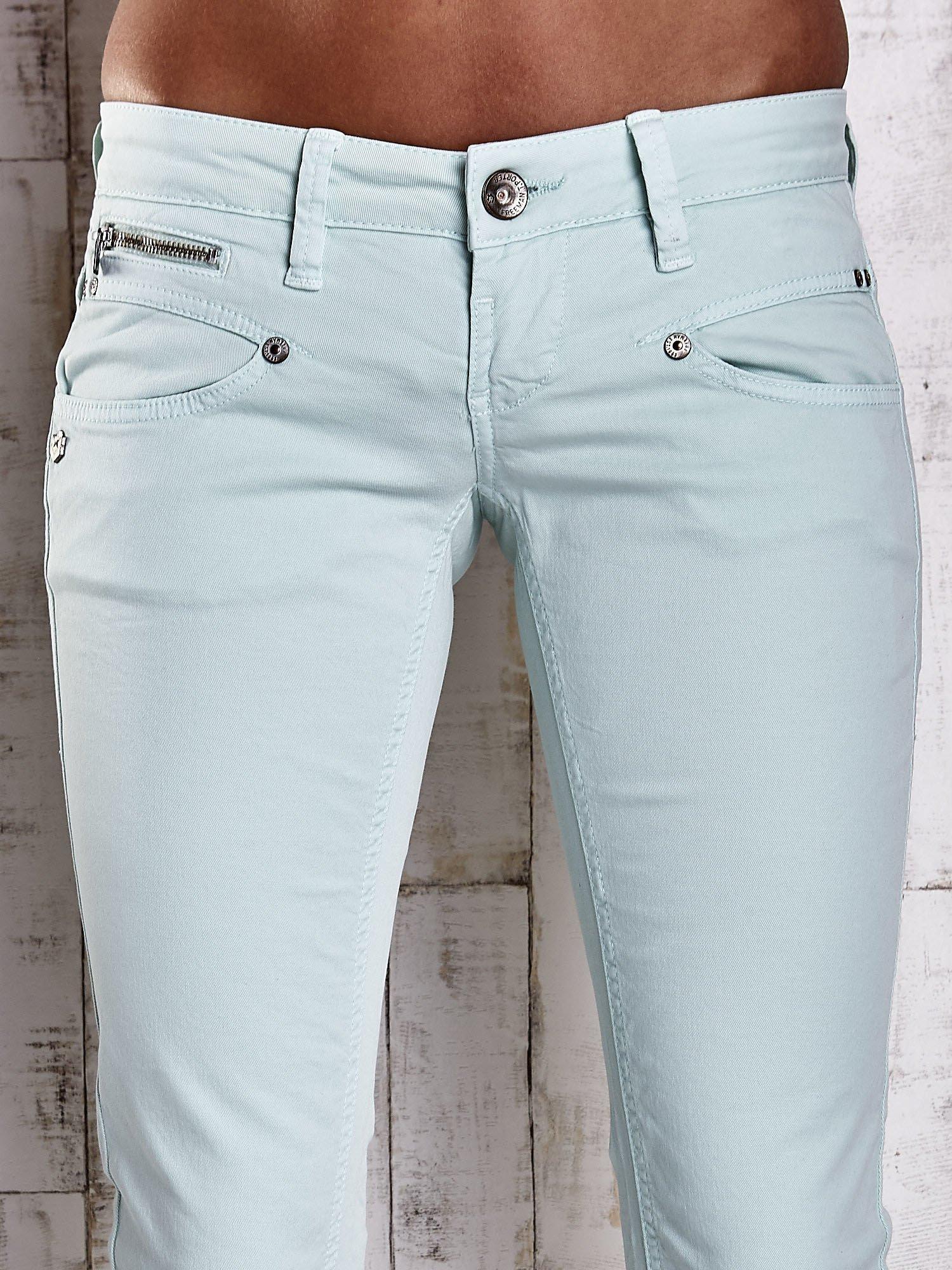 Miętowe spodnie ze stretchem                                  zdj.                                  4