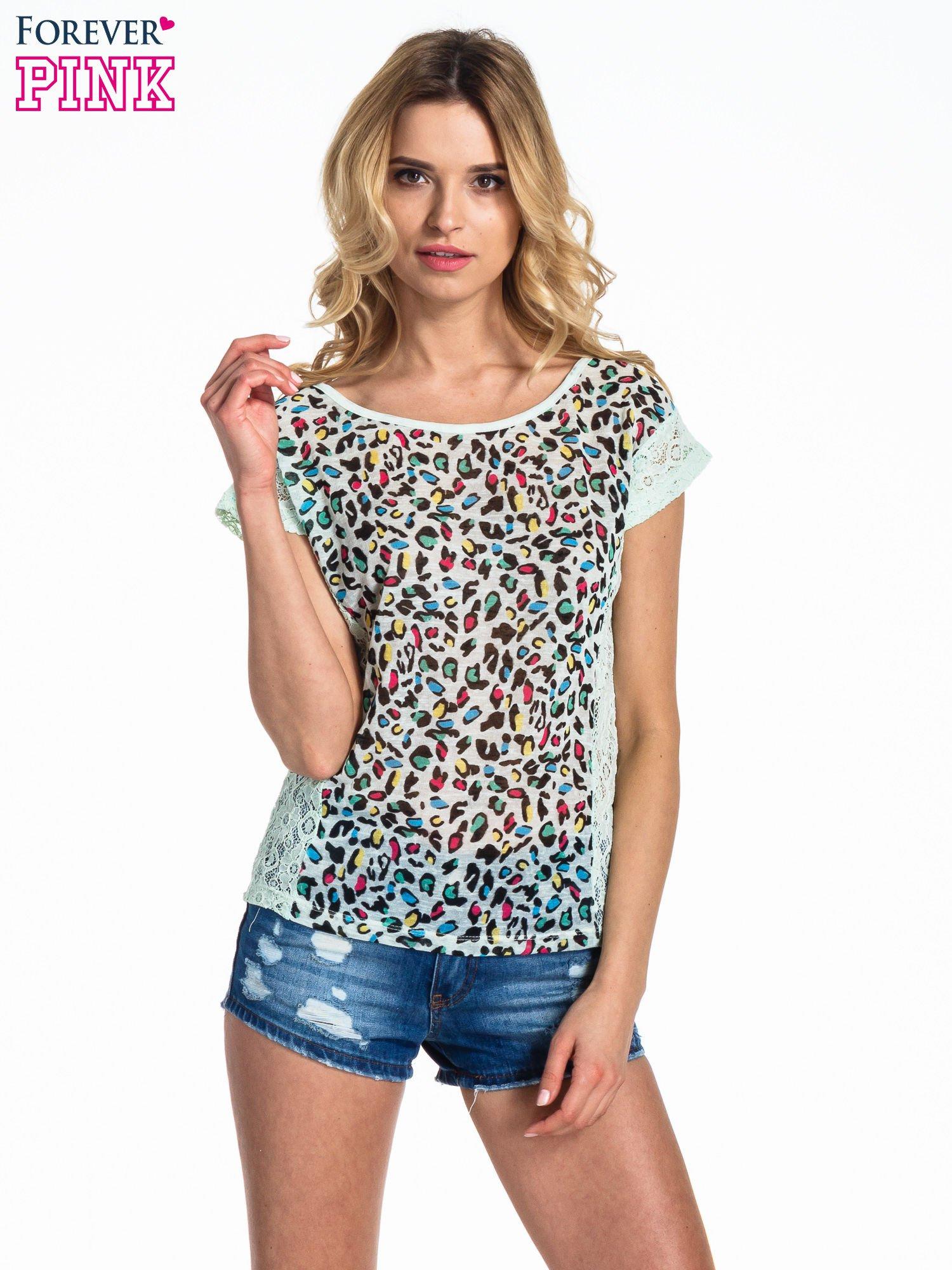 Miętowy panterkowy t-shirt z koronką                                  zdj.                                  1