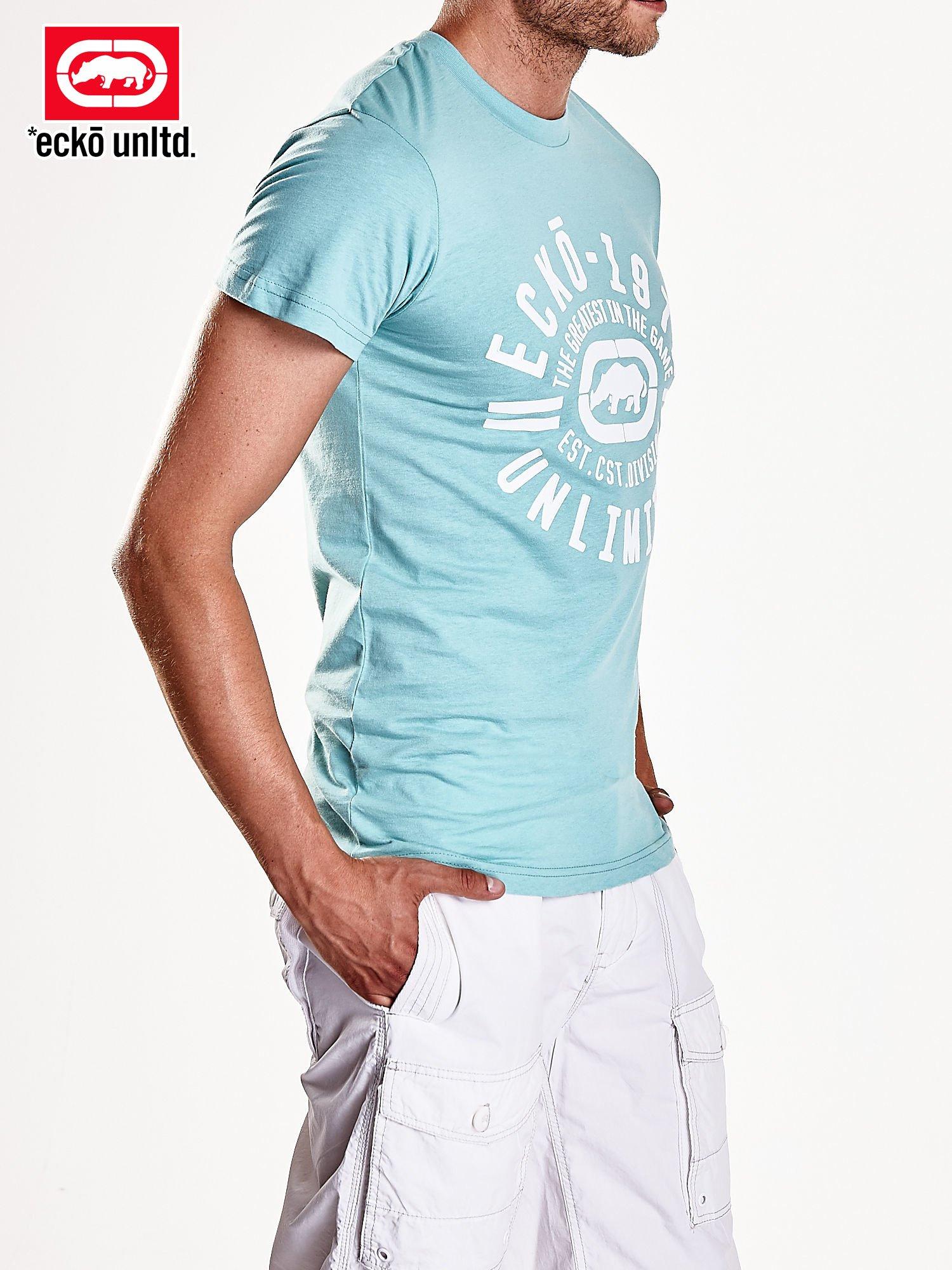 Miętowy t-shirt męski z białym logiem                                  zdj.                                  5