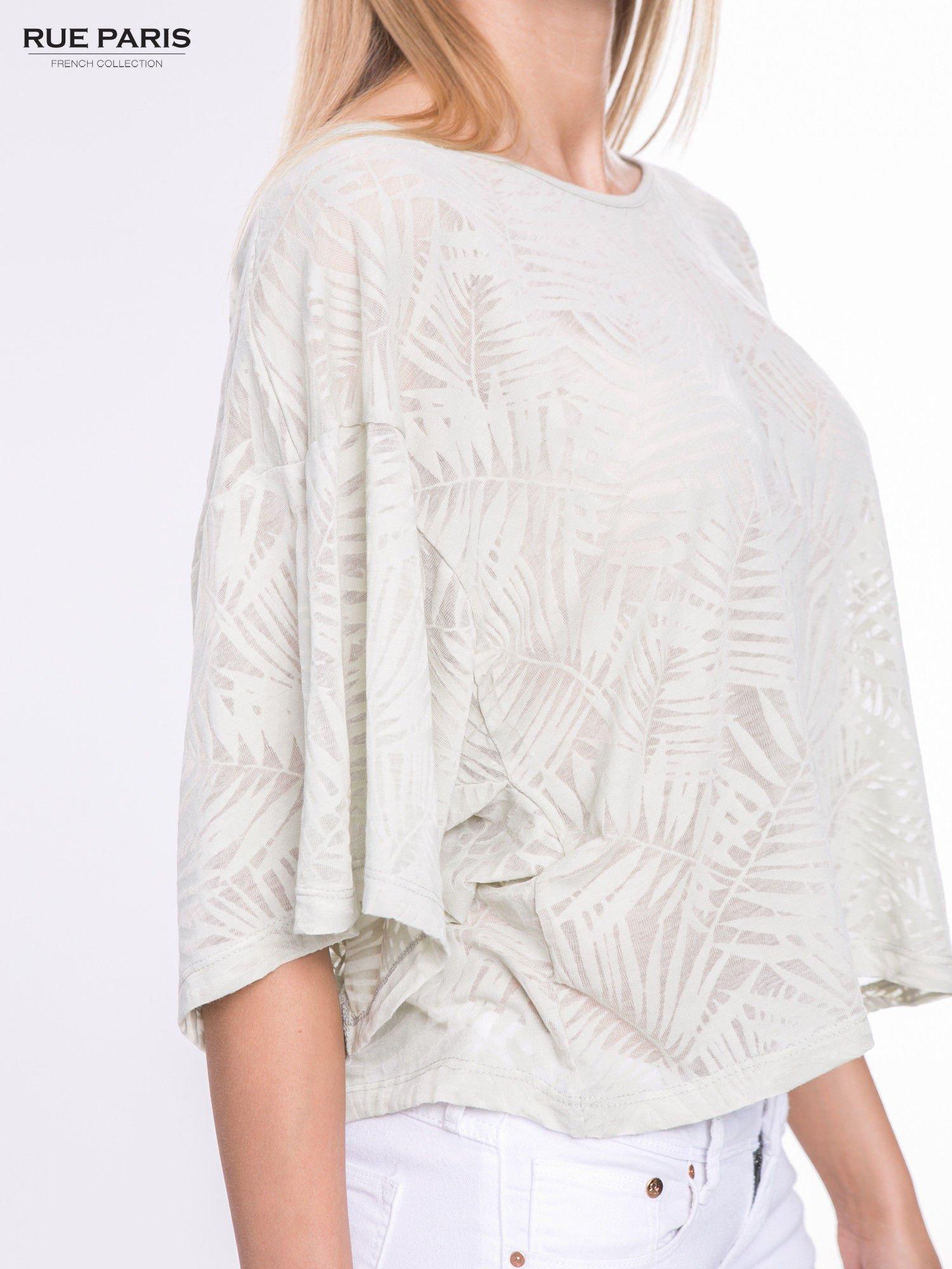 Miętowy t-shirt w transparentny nadruk palm o kimonowym kroju                                  zdj.                                  6