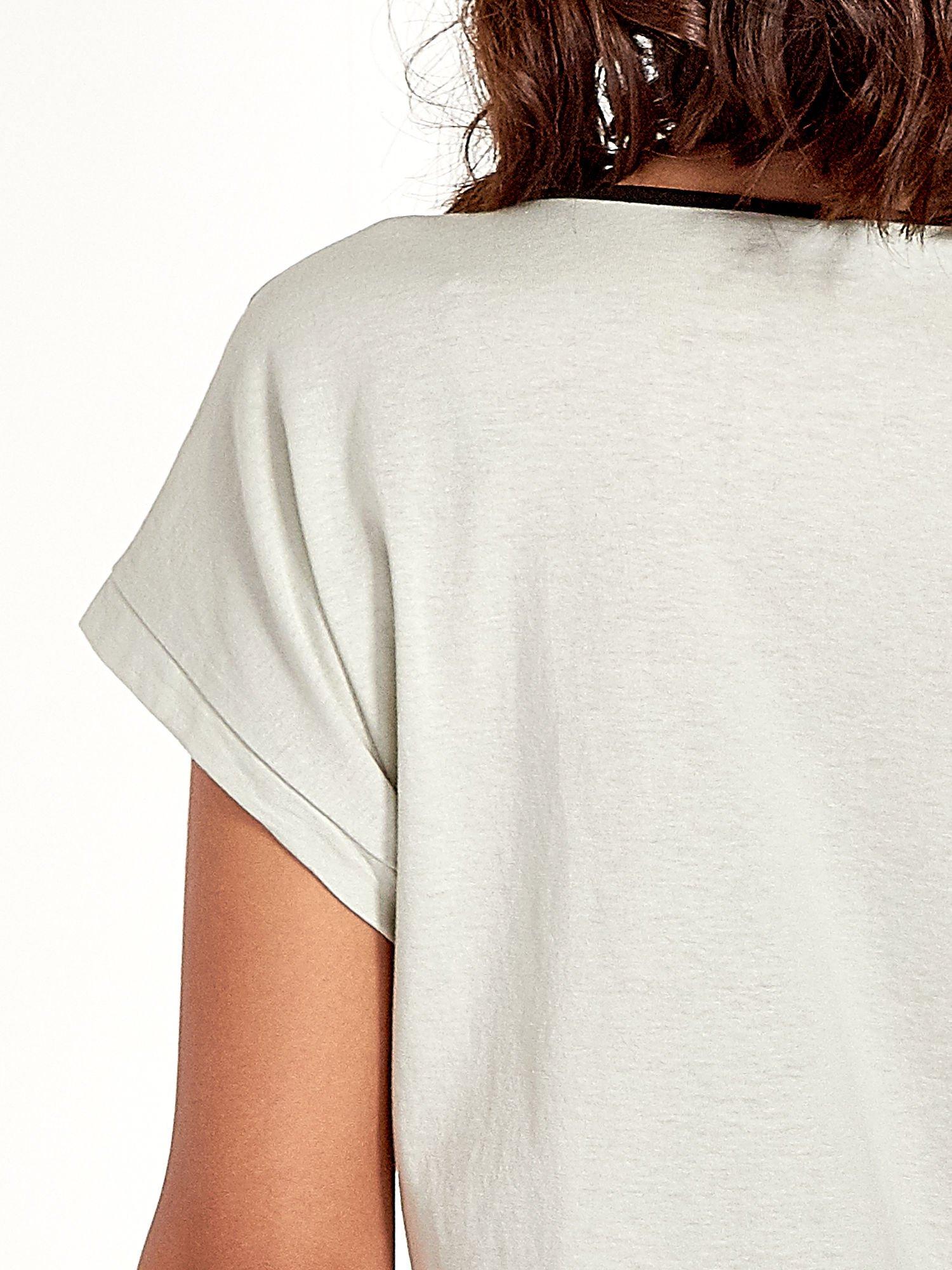 Miętowy t-shirt z siateczkową górą i kontrastową lamówką                                  zdj.                                  5
