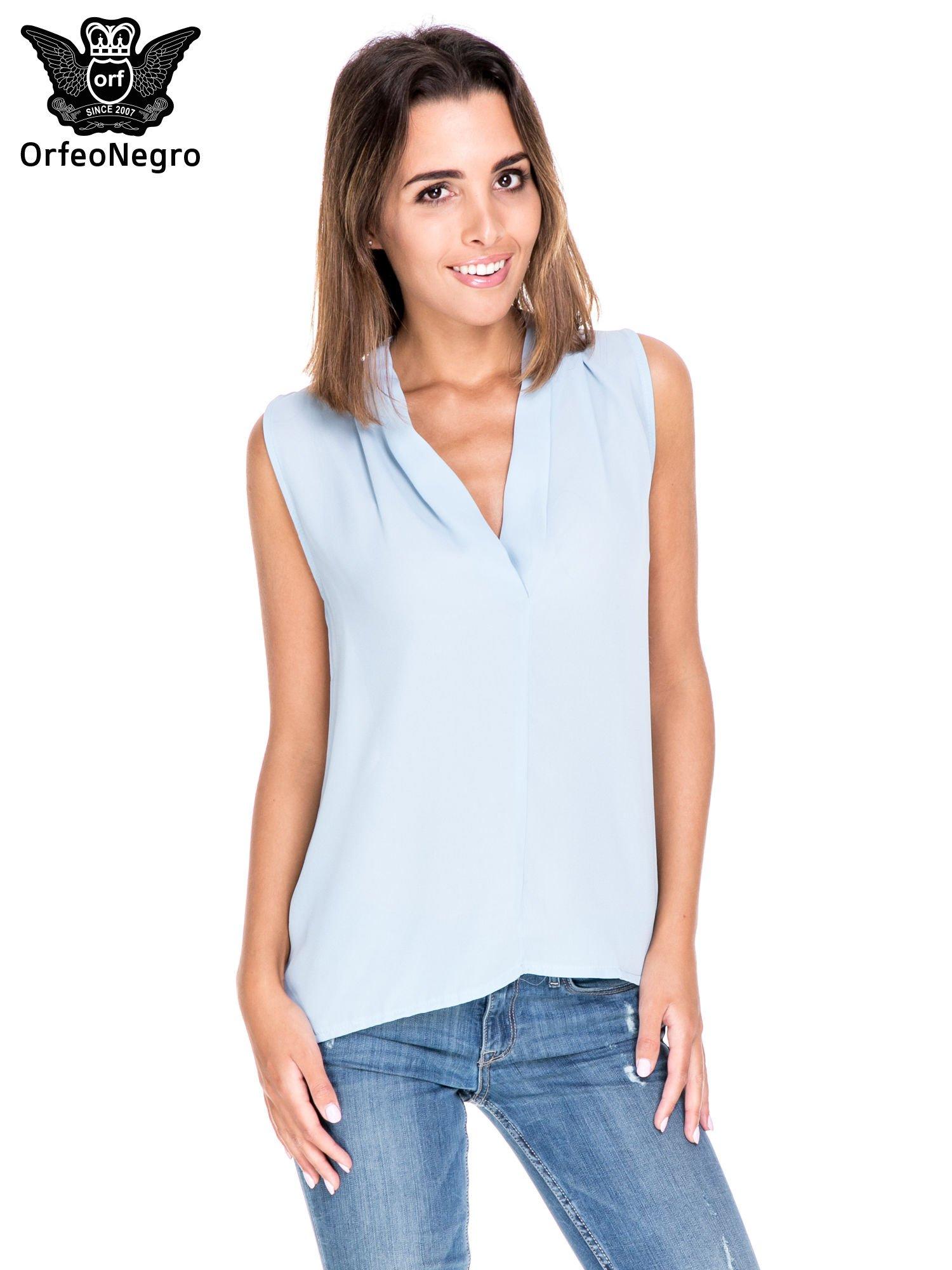 Niebieska bluzka koszulowa z dekoltem V-neck                                  zdj.                                  1