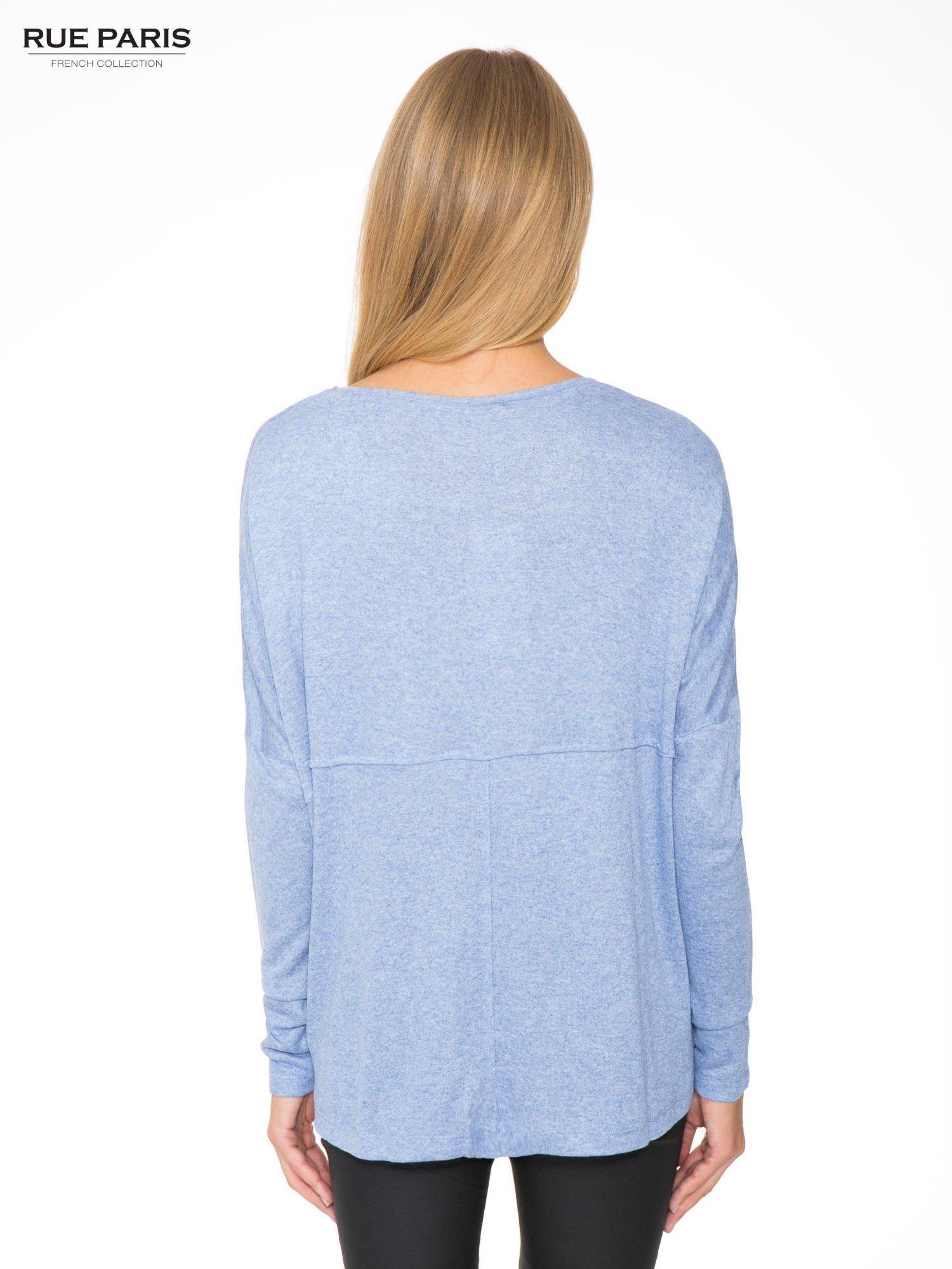 Niebieska dresowa bluza oversize z kieszeniami                                  zdj.                                  4