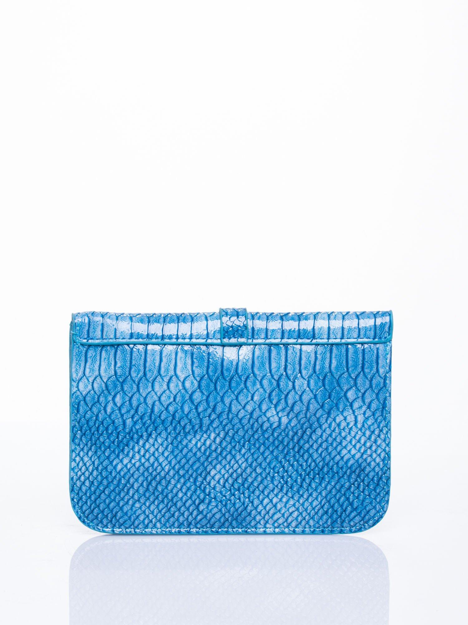 Niebieska kopertówka z motywem skóry krokodyla                                  zdj.                                  2