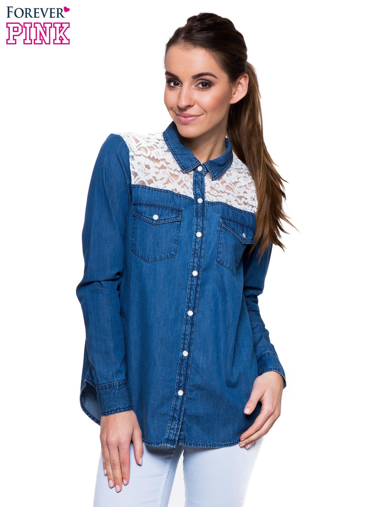 Niebieska koszula jeansowa z koronkową wstawką                                  zdj.                                  1