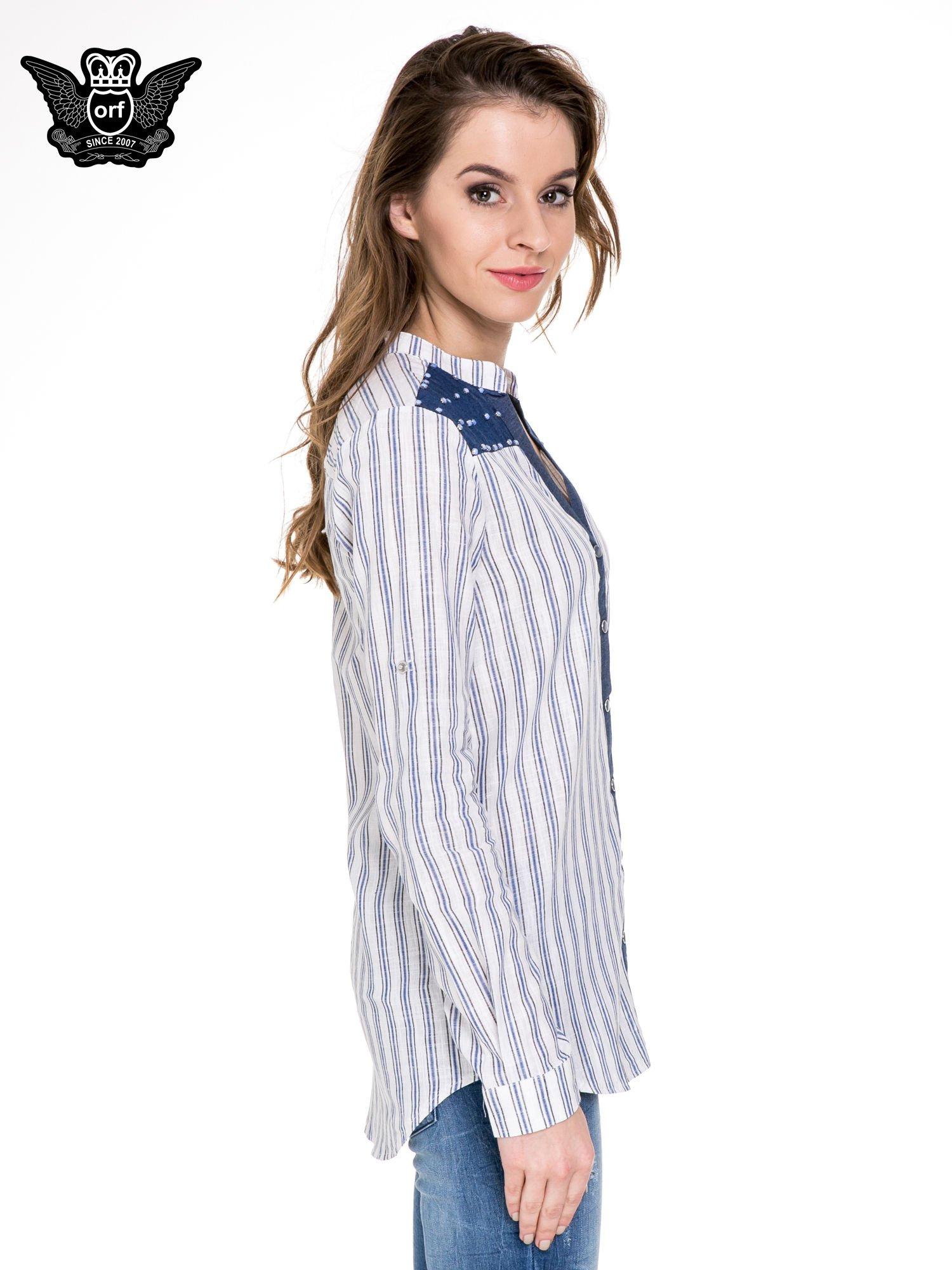 Niebieska koszula w paski z listwą z denimu i dżetami                                  zdj.                                  3