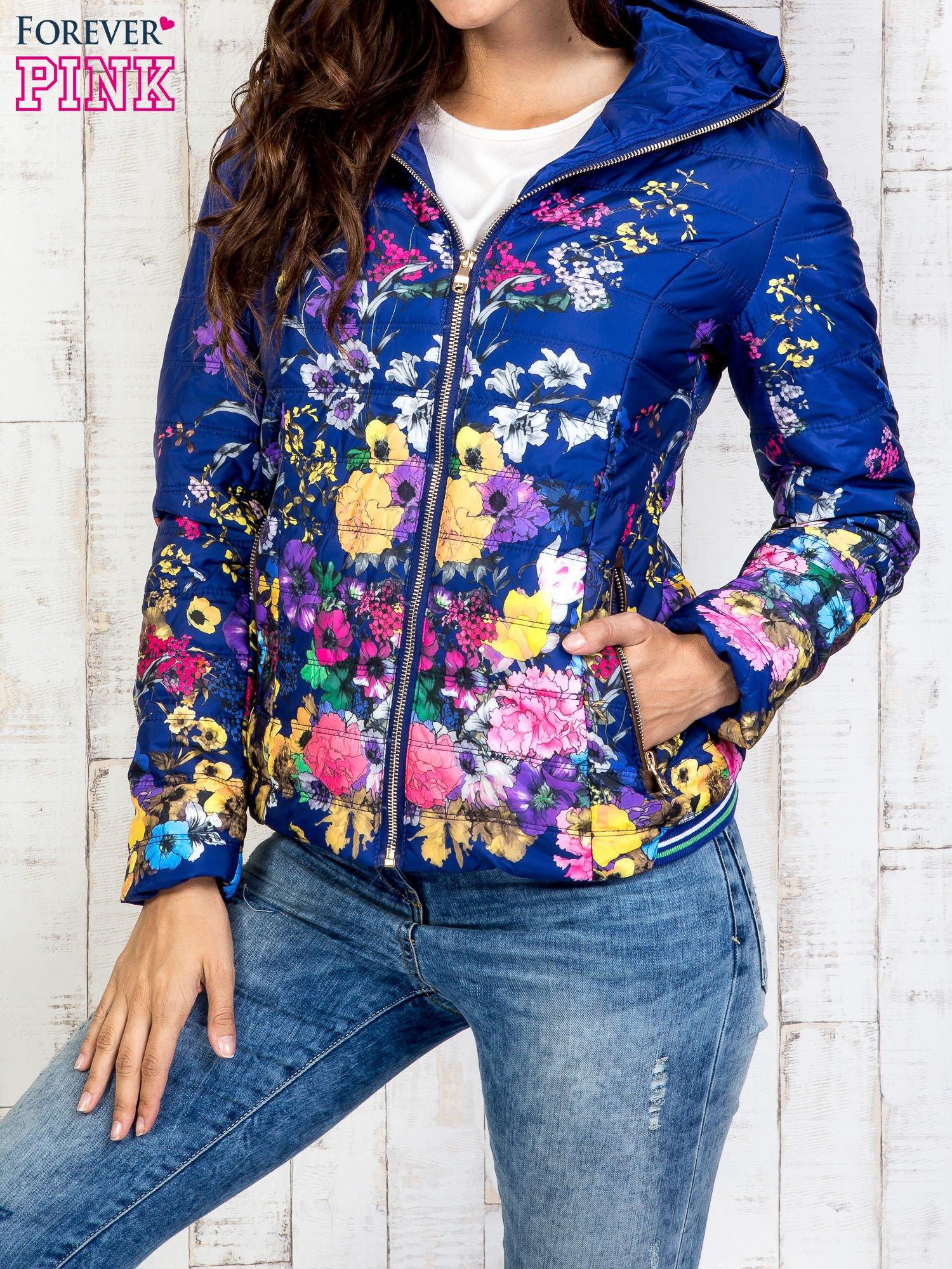 Niebieska kurtka z kwiatowym motywem                                  zdj.                                  1