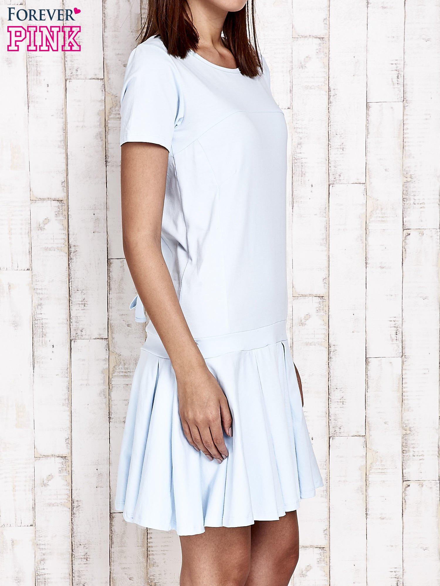 Niebieska sukienka dresowa z kokardami z tyłu                                  zdj.                                  3
