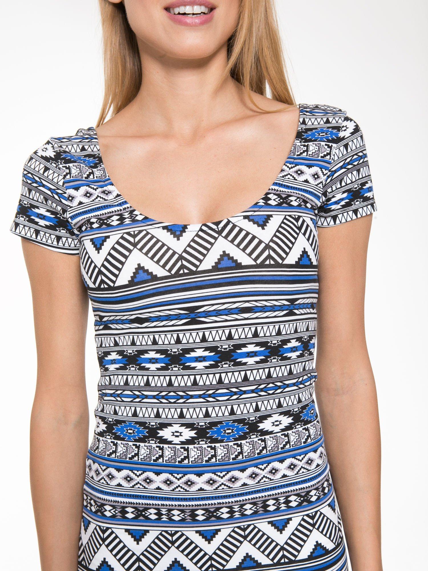 Niebieska sukienka tuba w azteckie wzory                                  zdj.                                  8