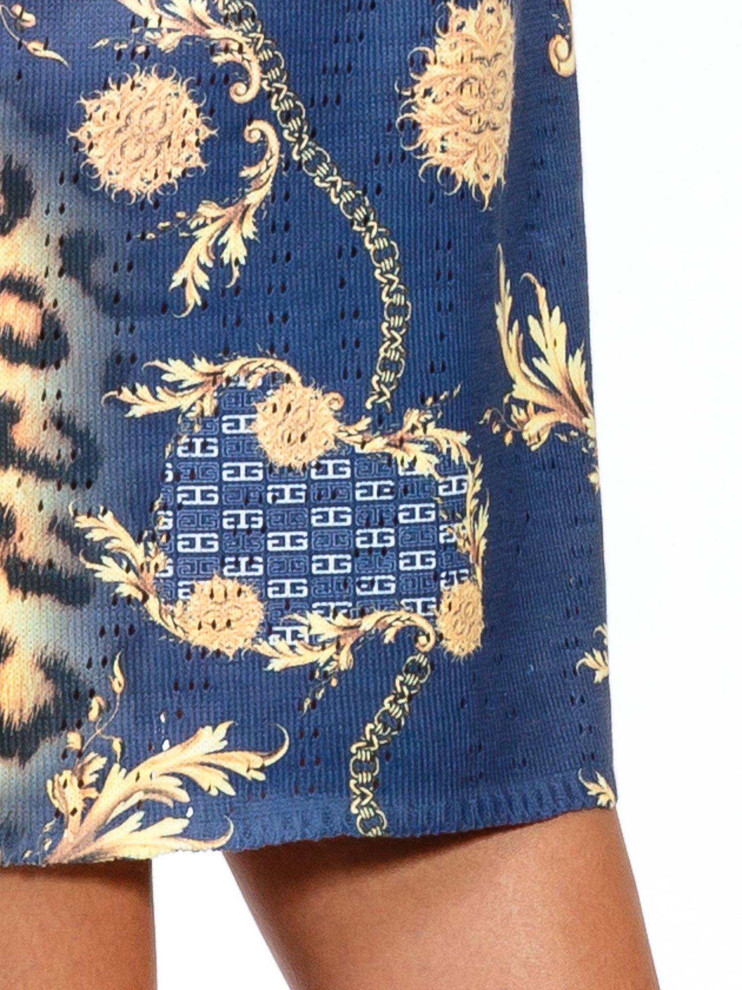 Niebieska sukienka z panterkowym nadrukiem                                  zdj.                                  8