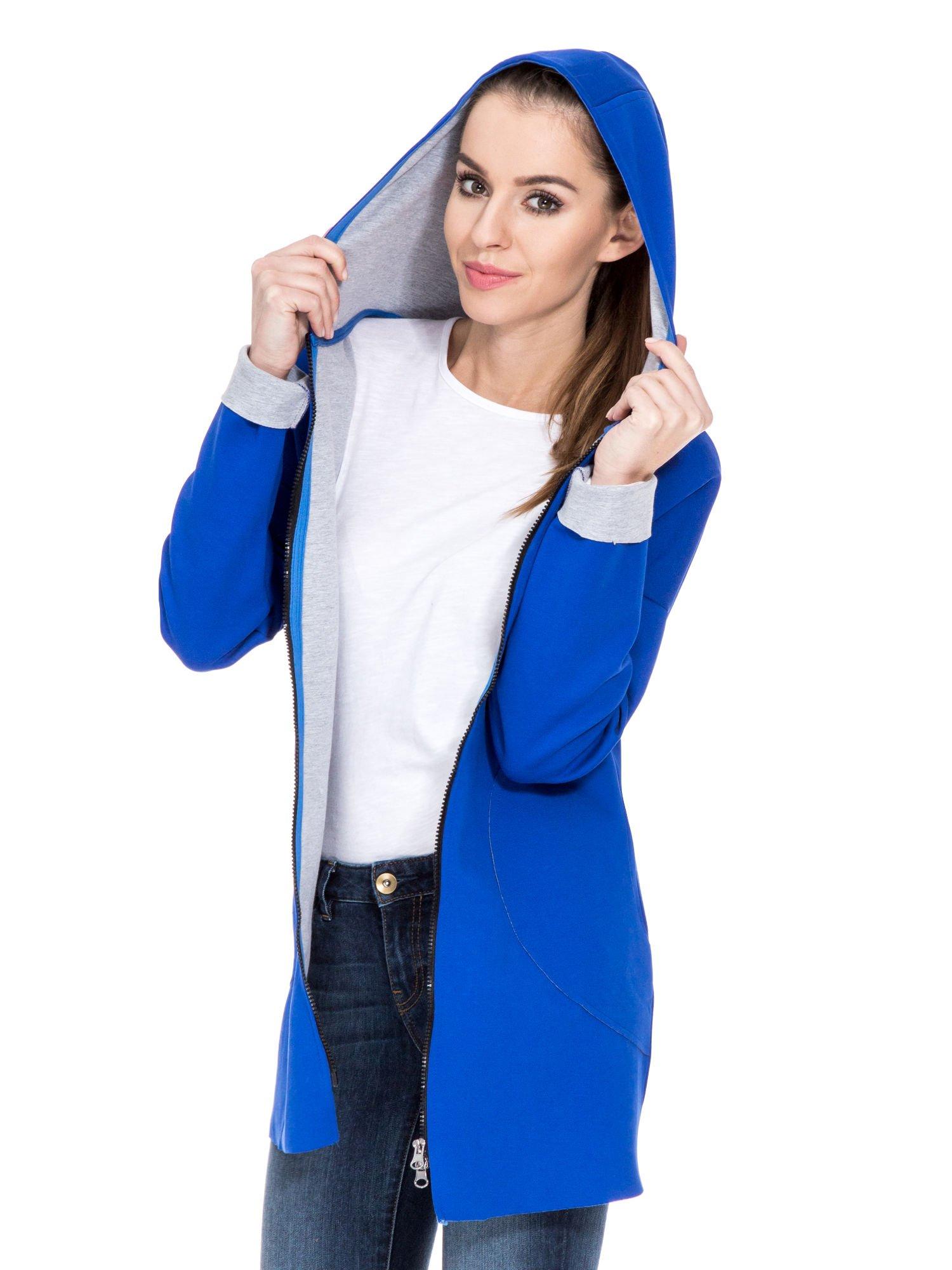 Niebieski dresowy płaszcz oversize z kapturem                                  zdj.                                  5