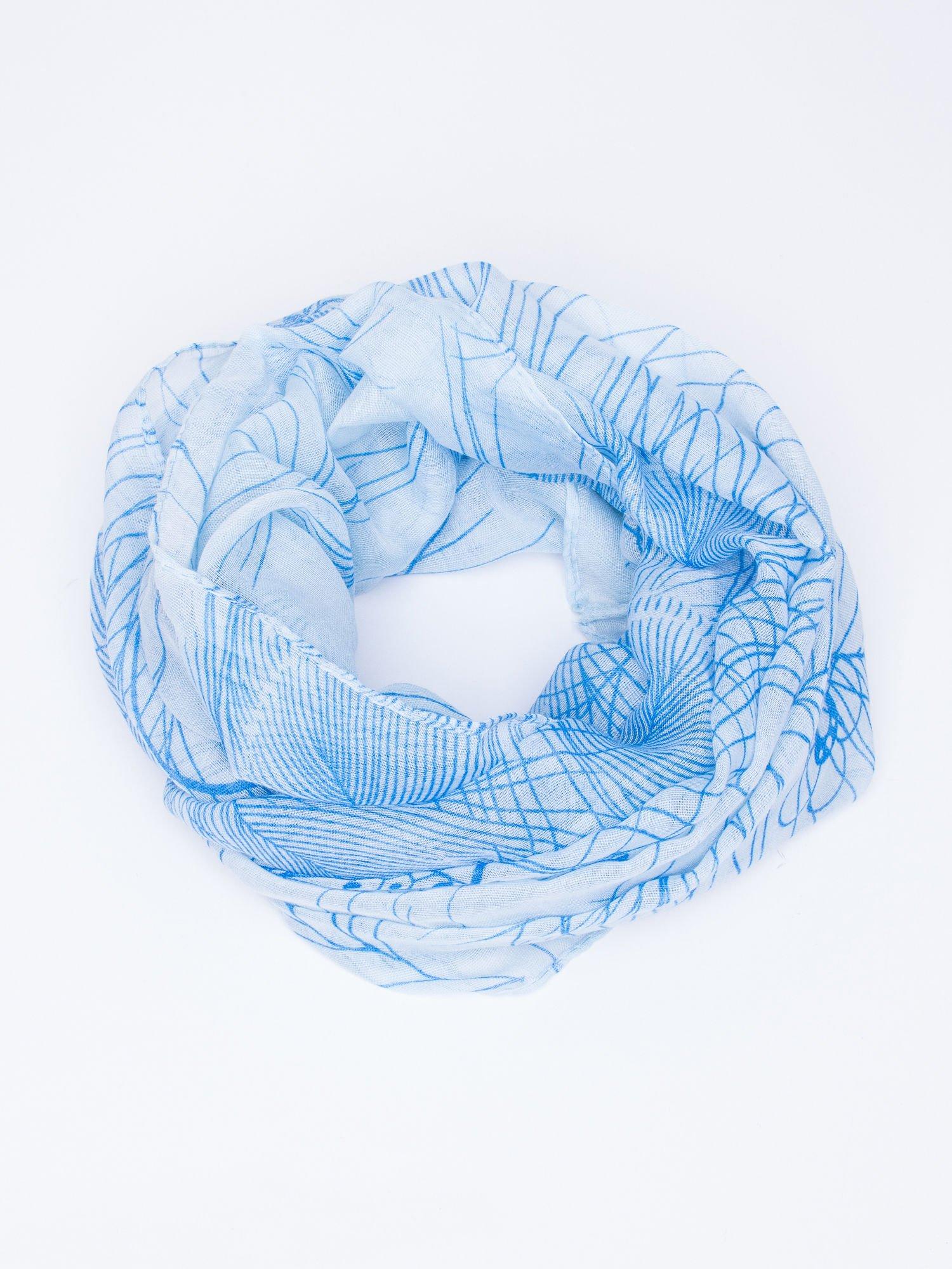 Niebieski komin w graficzny roślinny ornament                                  zdj.                                  2