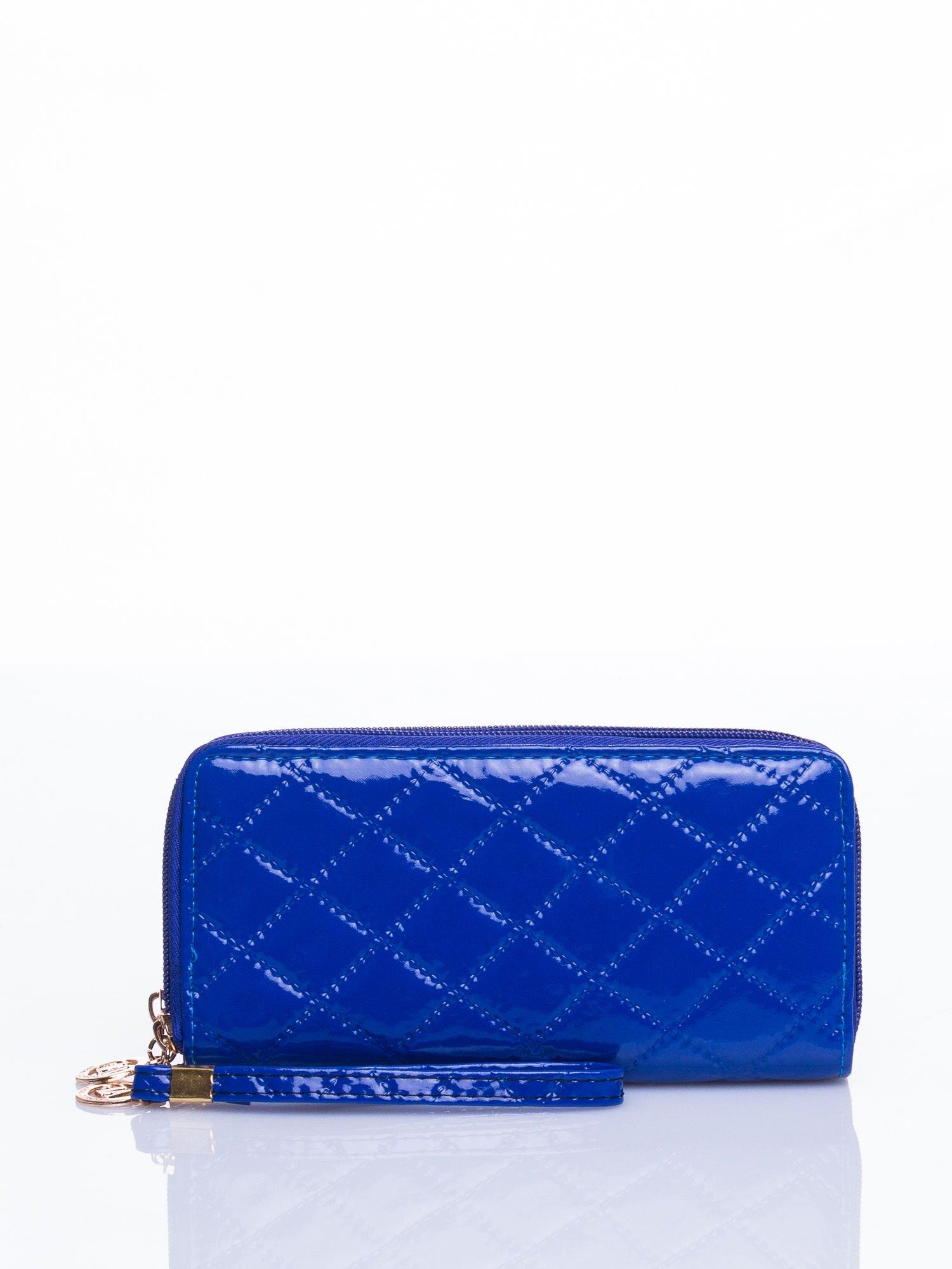 Niebieski lakierowany pikowany portfel                                  zdj.                                  1