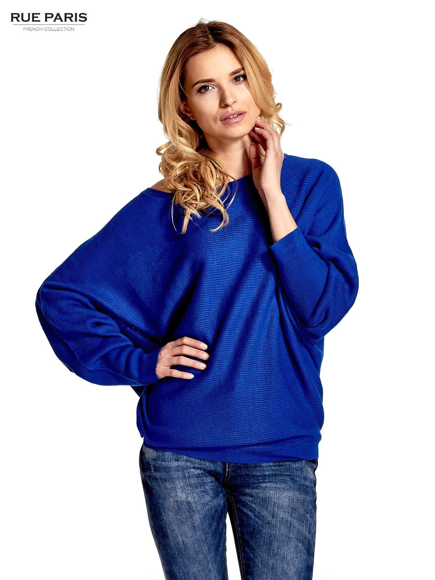 Niebieski sweter z nietoperzowymi rękawami                                  zdj.                                  1