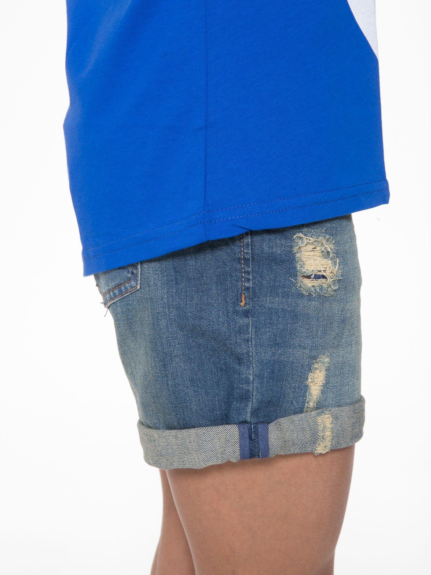 Niebieski t-shirt z napisem WEIRD                                  zdj.                                  9