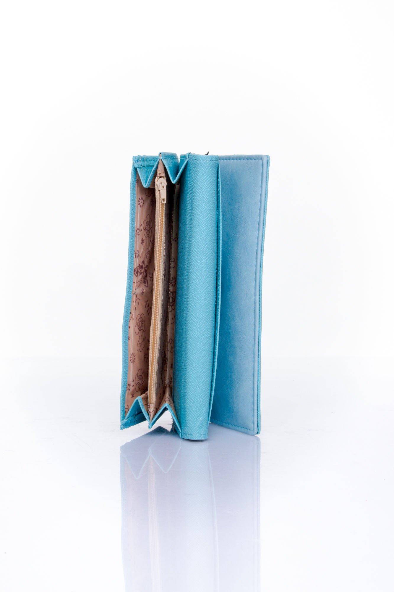 Niebieski zamszowy portfel z geometrycznym motywem                                  zdj.                                  5