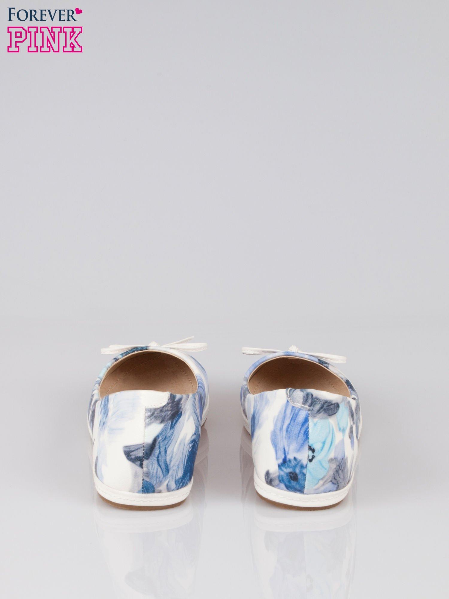 Niebieskie baleriny z motywem kwiatowym                                  zdj.                                  3