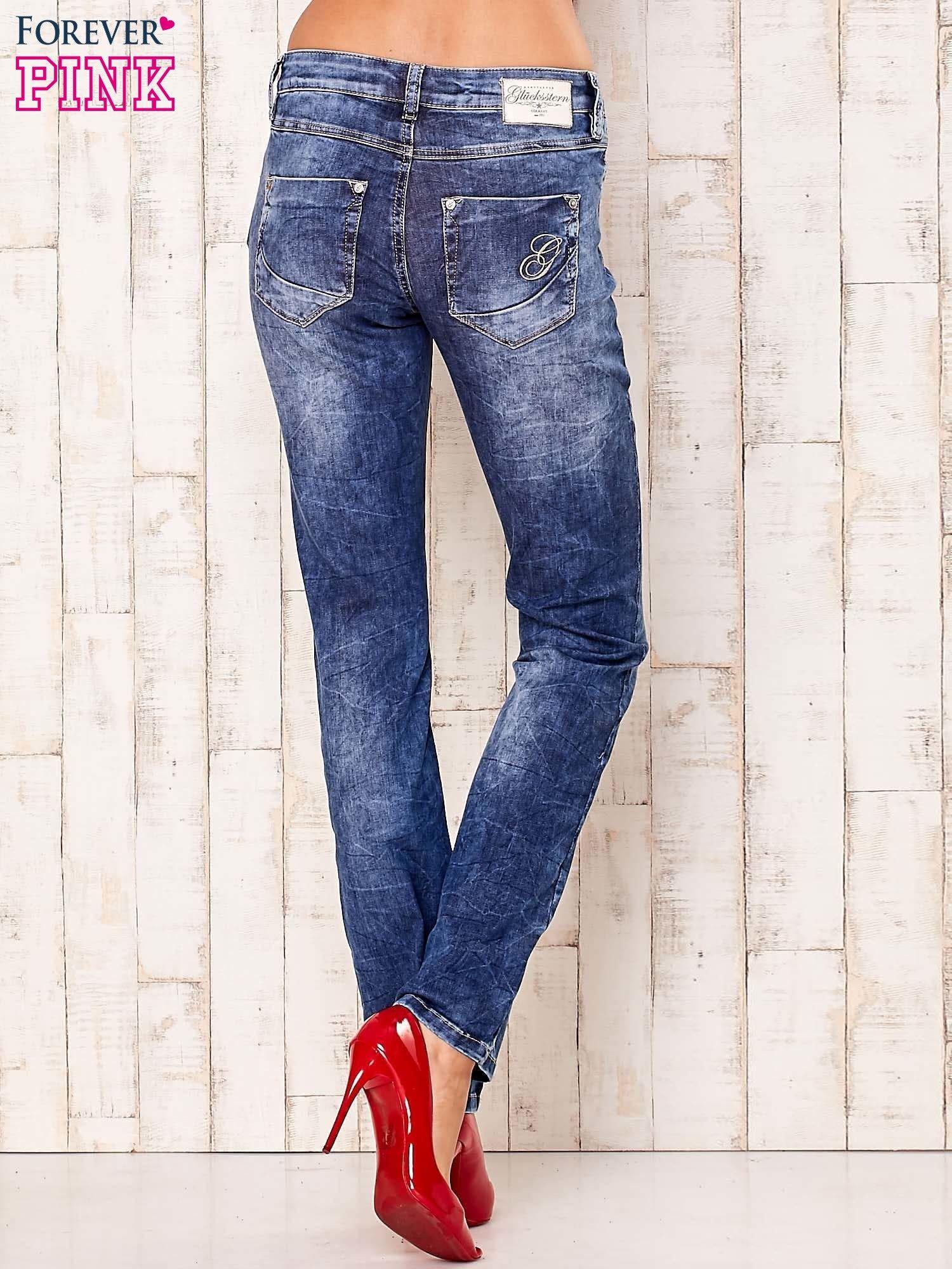 Niebieskie marmurkowe spodnie jeansy                                   zdj.                                  3