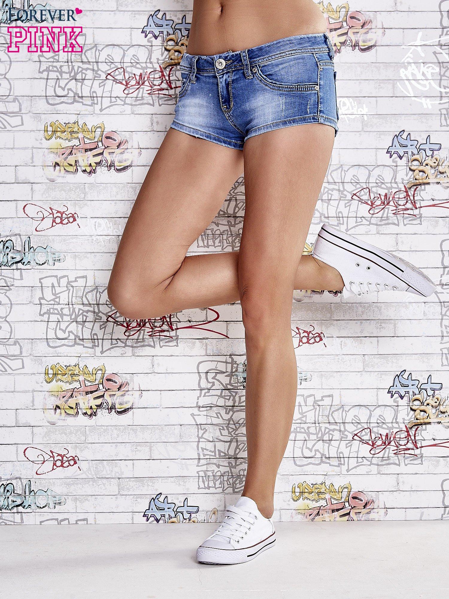 Niebieskie szorty jeansowe o długości mini                                  zdj.                                  2