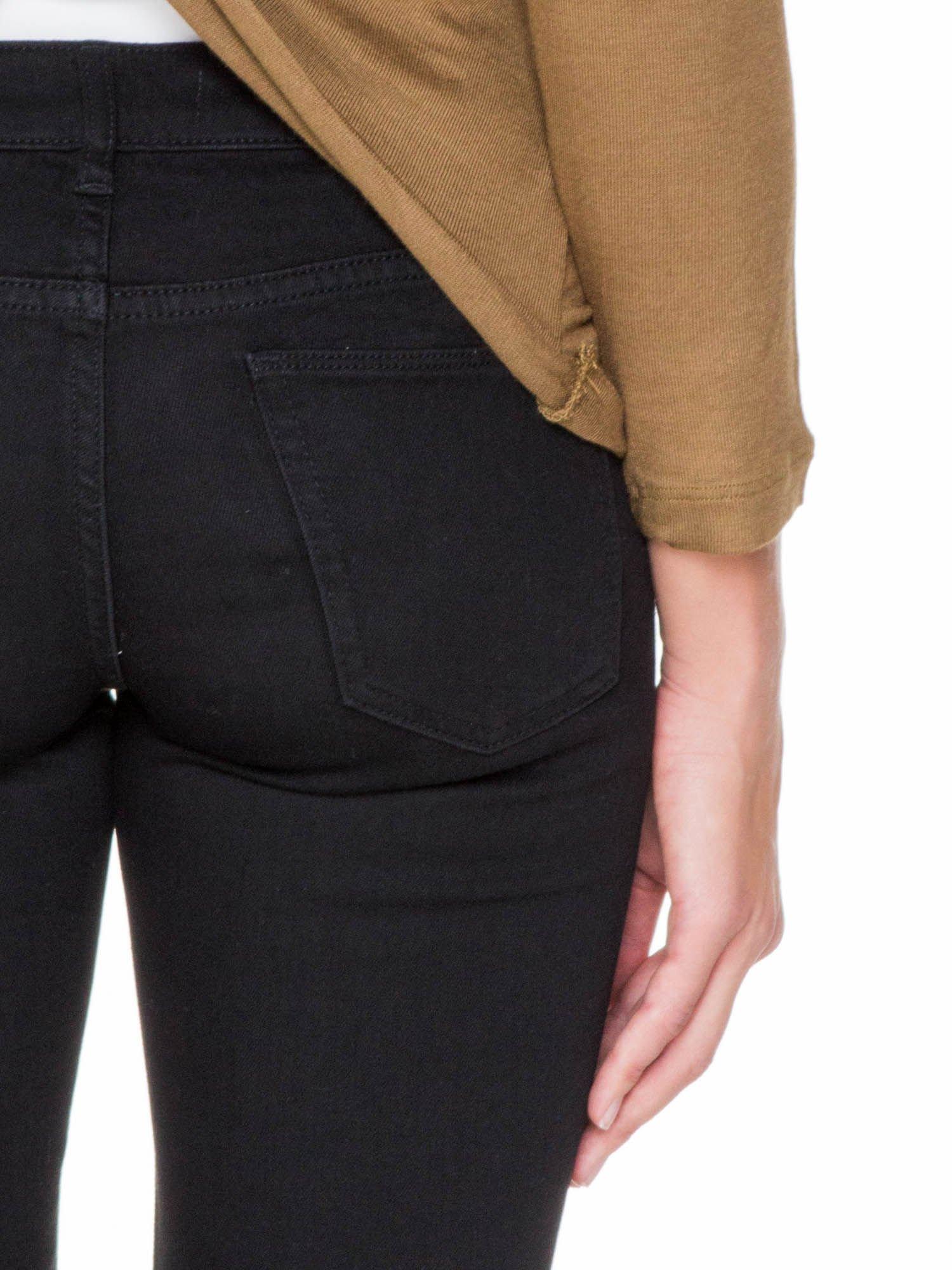 Oliwkowa bluzka z kopertowym dekoltem na plecach                                  zdj.                                  8