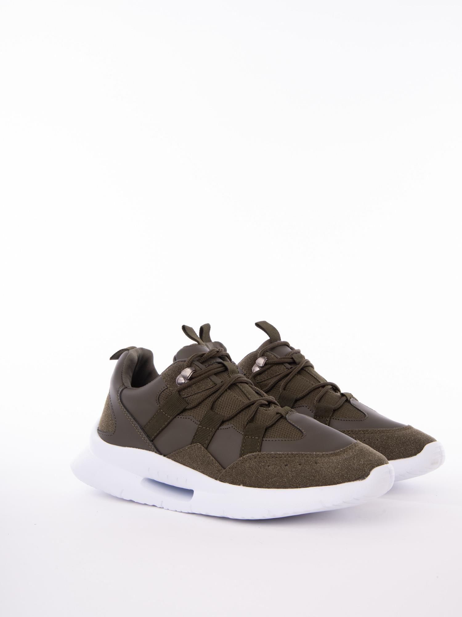 8296767c 1 · Oliwkowe buty sportowe z ozdobnym sznurowaniem i sprężystą podeszwą ...
