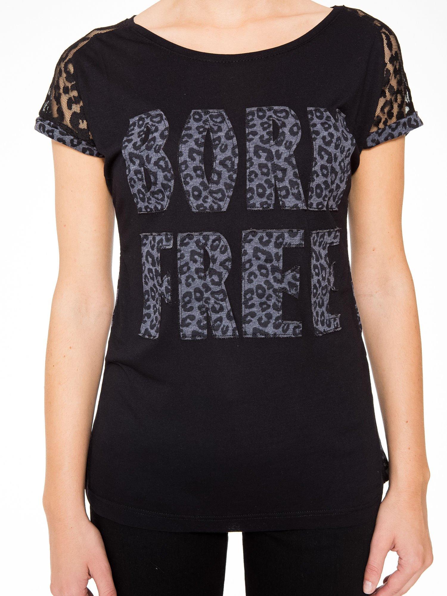 Panterkowy t-shirt z nadrukiem BORN FREE i koronkowymi rękawami                                  zdj.                                  8