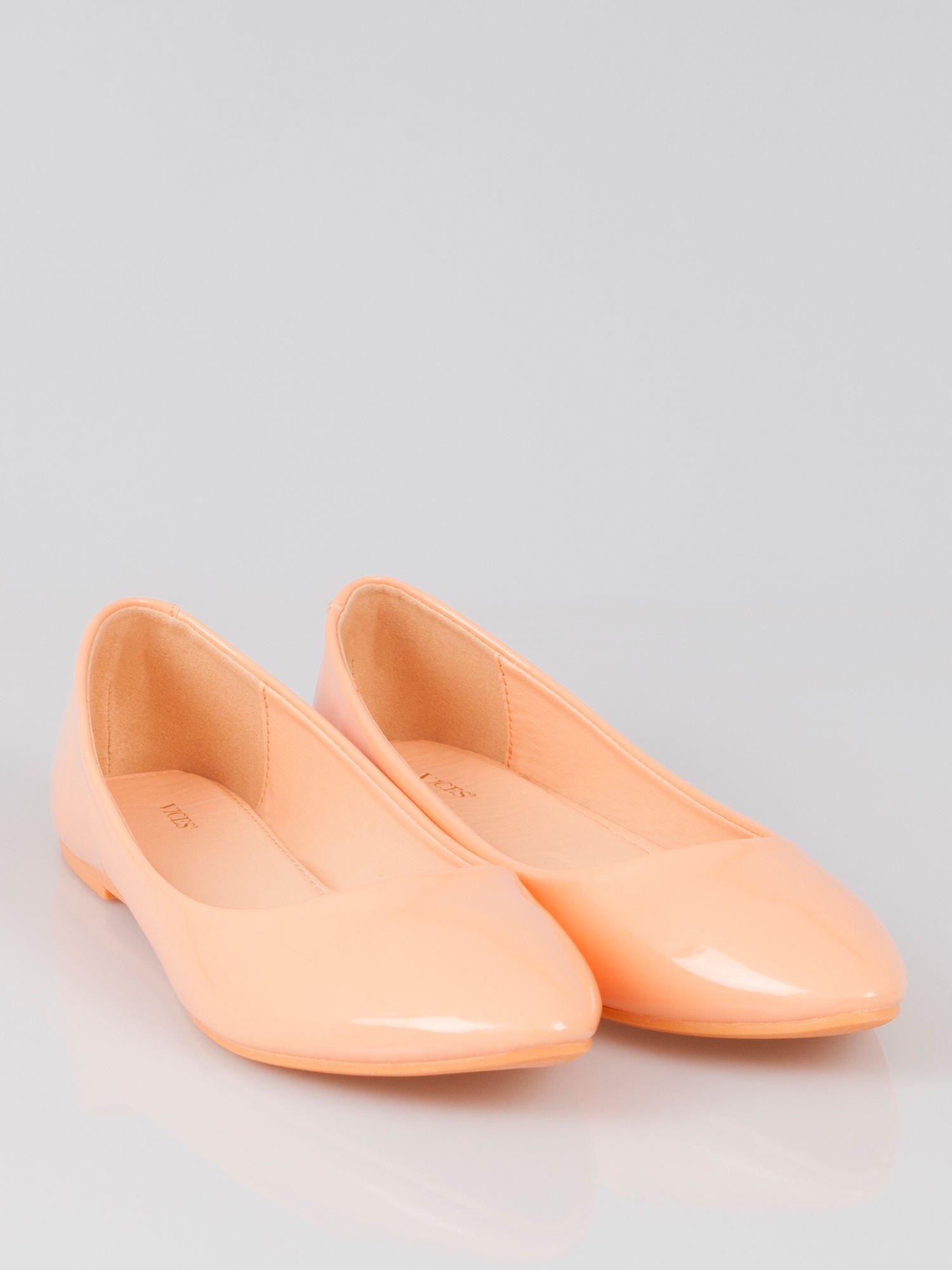 Pastelowopomarańczowe lakierowane balerinki pumps Miami                                  zdj.                                  1