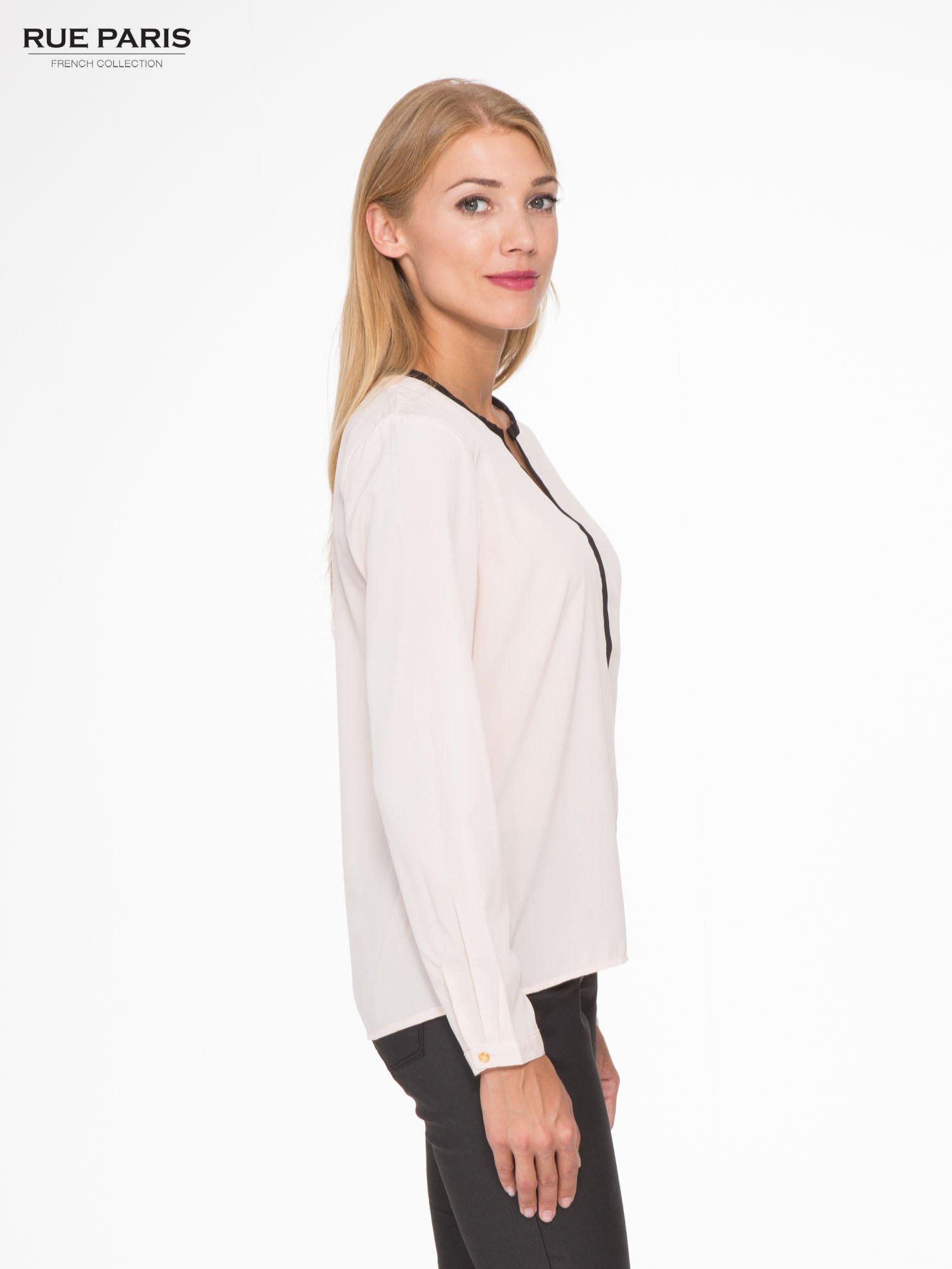 Pasteloworóżowa koszula z kontrastową listwą                                  zdj.                                  3