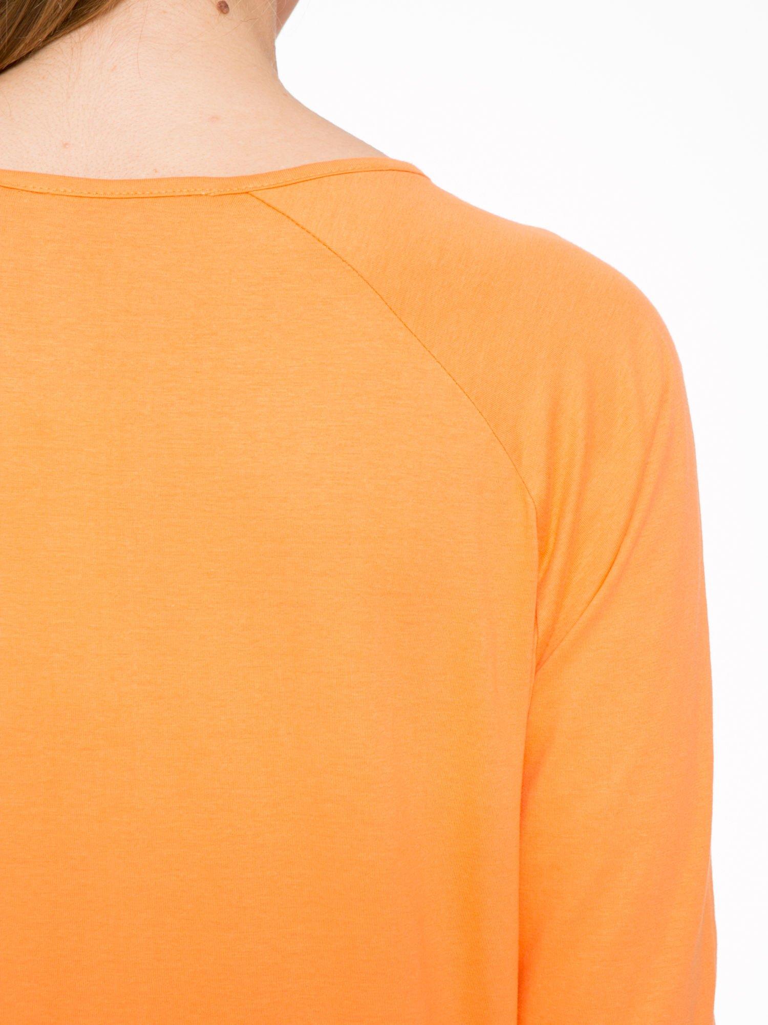 Pomarańczowa bluzka z marszczonym dekoltem i rękawkami 3/4                                  zdj.                                  7