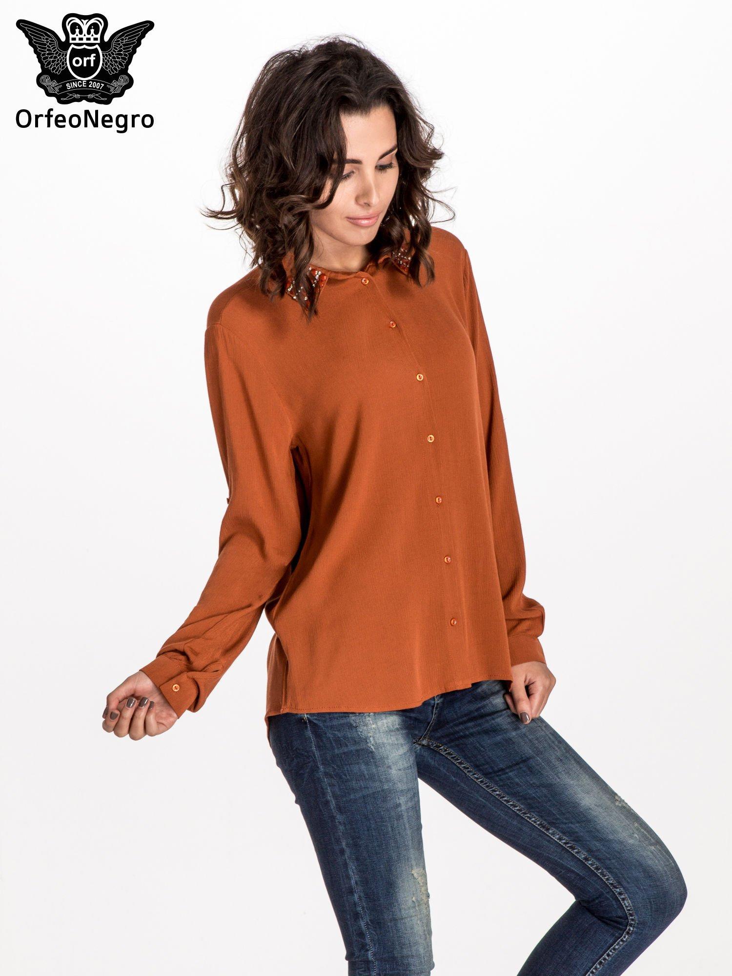 Pomarańczowa koszula z kołnierzykiem zdobionym kamieniami                                  zdj.                                  1