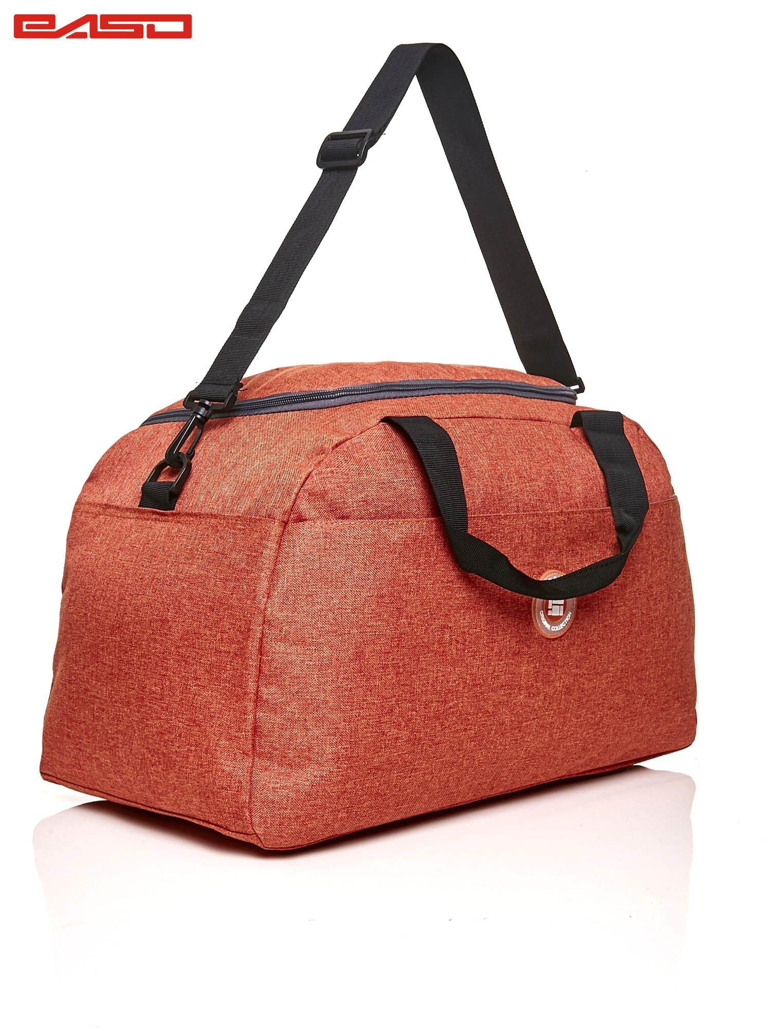 Pomarańczowa torba sportowa z naszywką