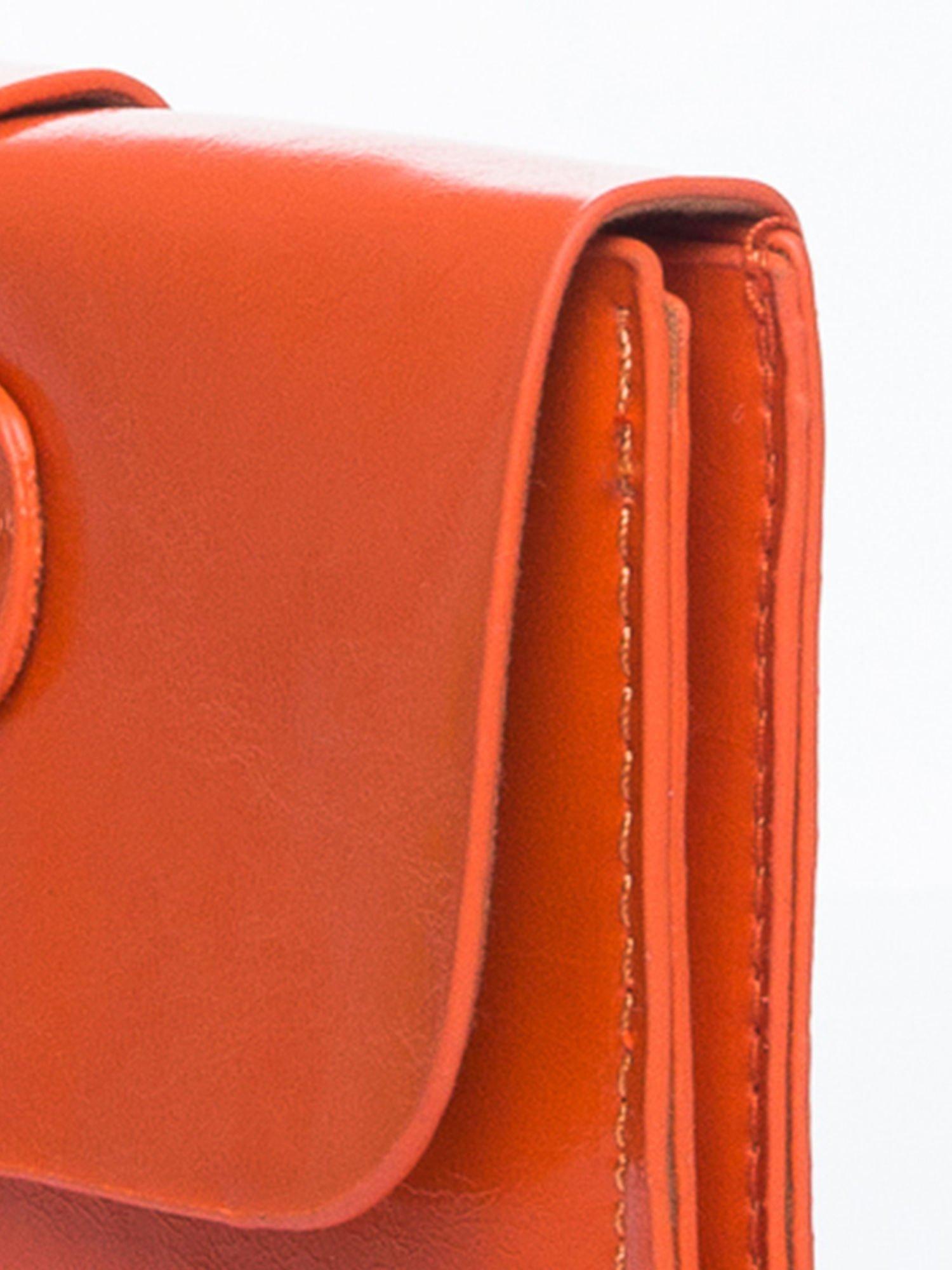 Pomaranczowa torebka listonoszka z klapką                                  zdj.                                  7