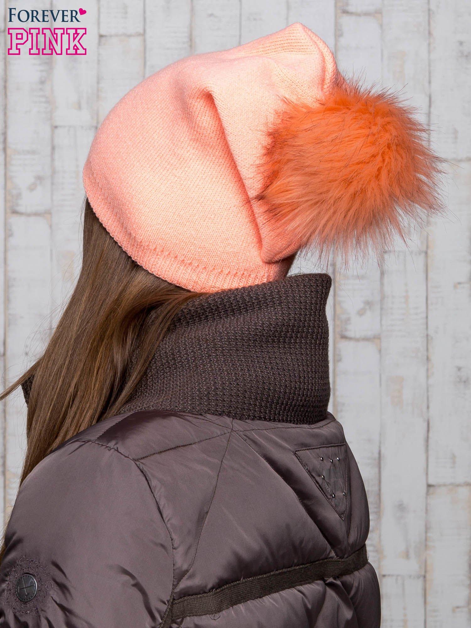 Pomarańczowa wełniana czapka z futrzanym pomponem                                   zdj.                                  3