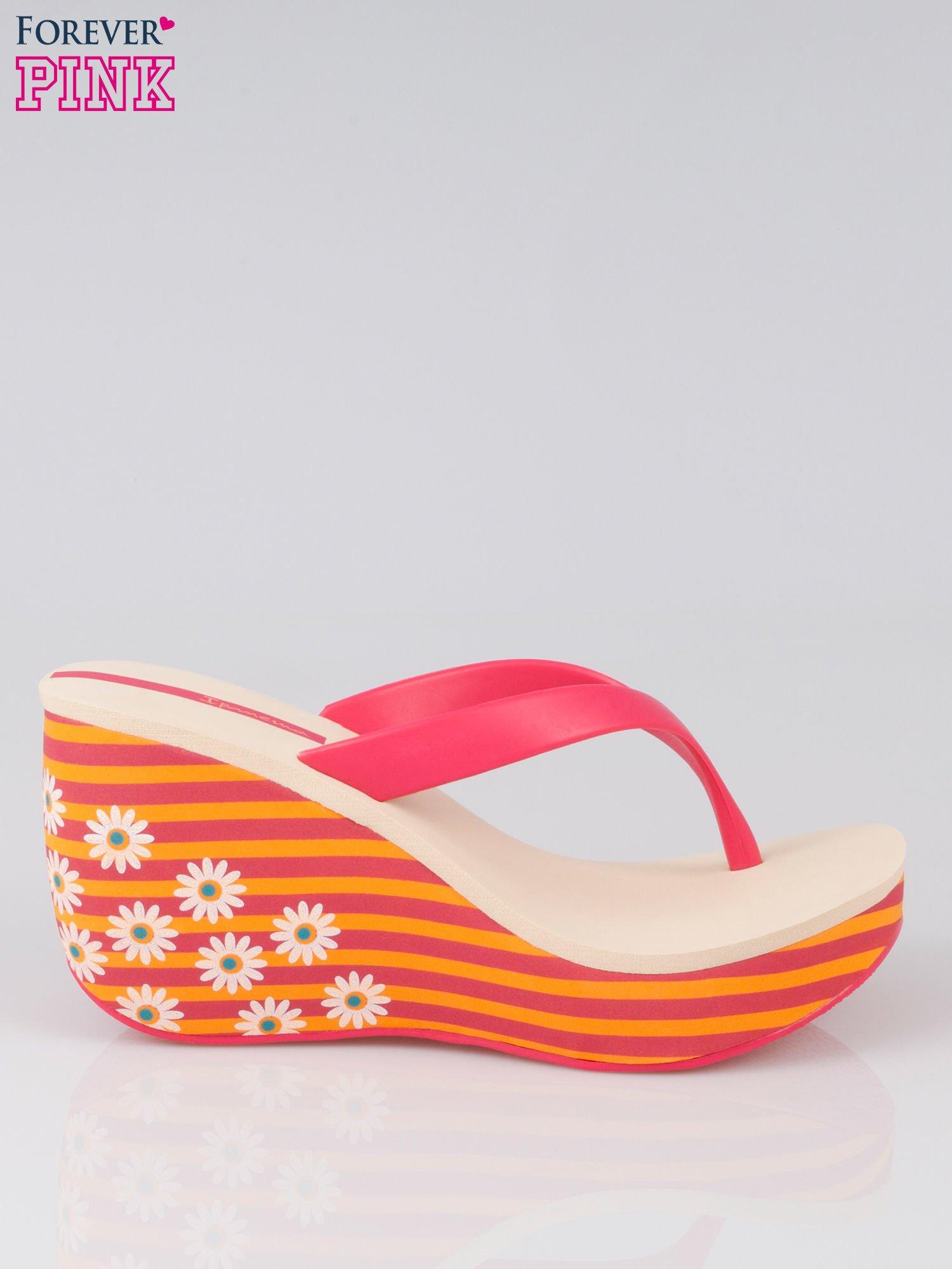 c607405a3fe0f 751580350350 Pomarańczowe japonki na koturnie w kwiaty - Buty Japonki -  sklep .