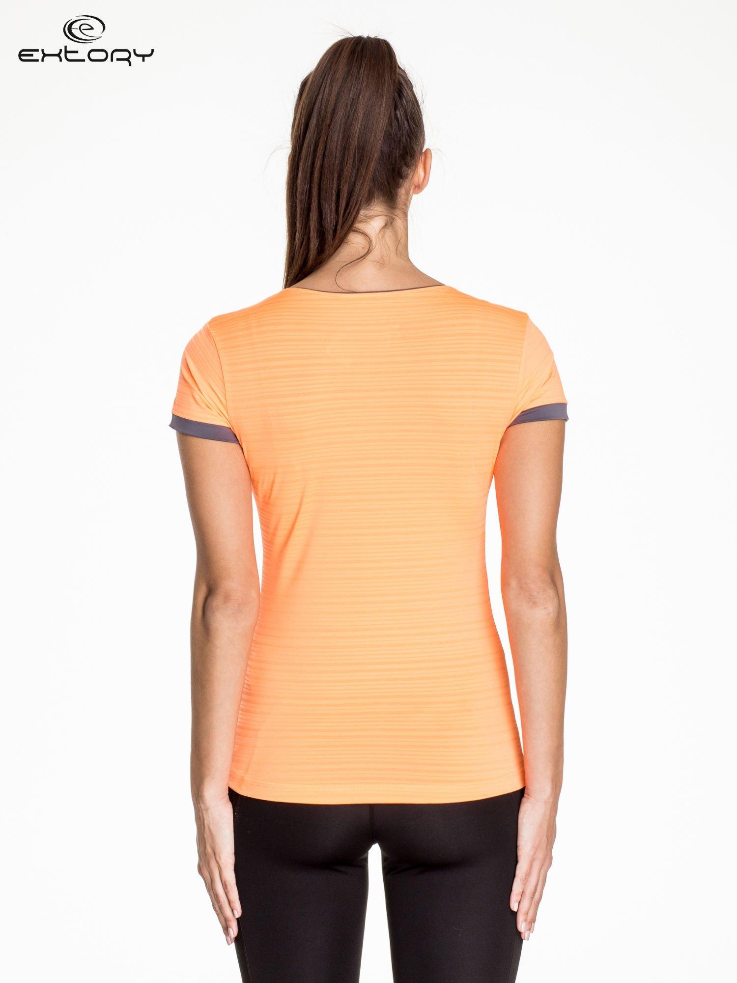 Pomarańczowy damski t-shirt sportowy w paski z lamówką                                  zdj.                                  4