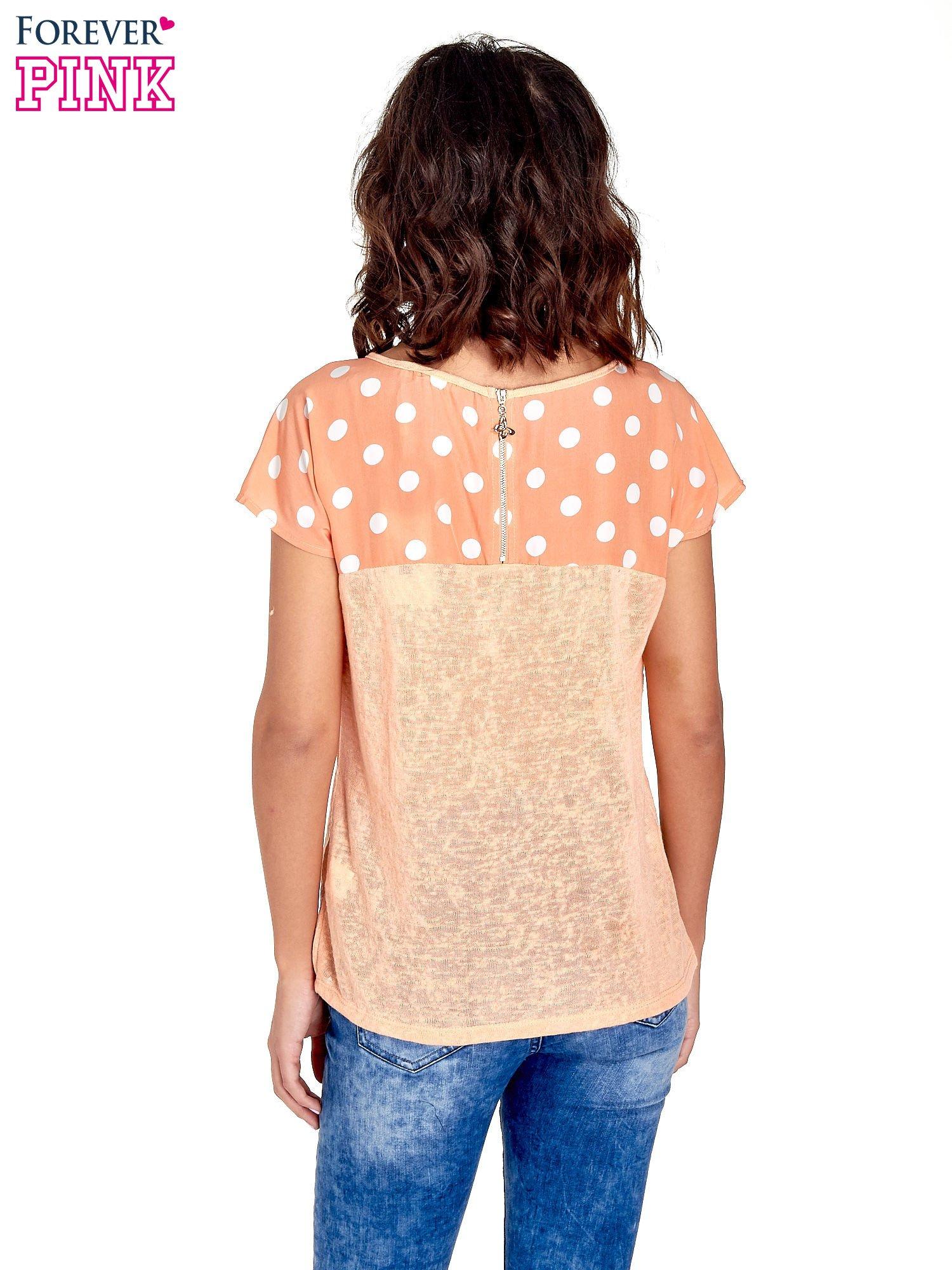 Pomarańczowy t-shirt z kieszonką w groszki                                  zdj.                                  4