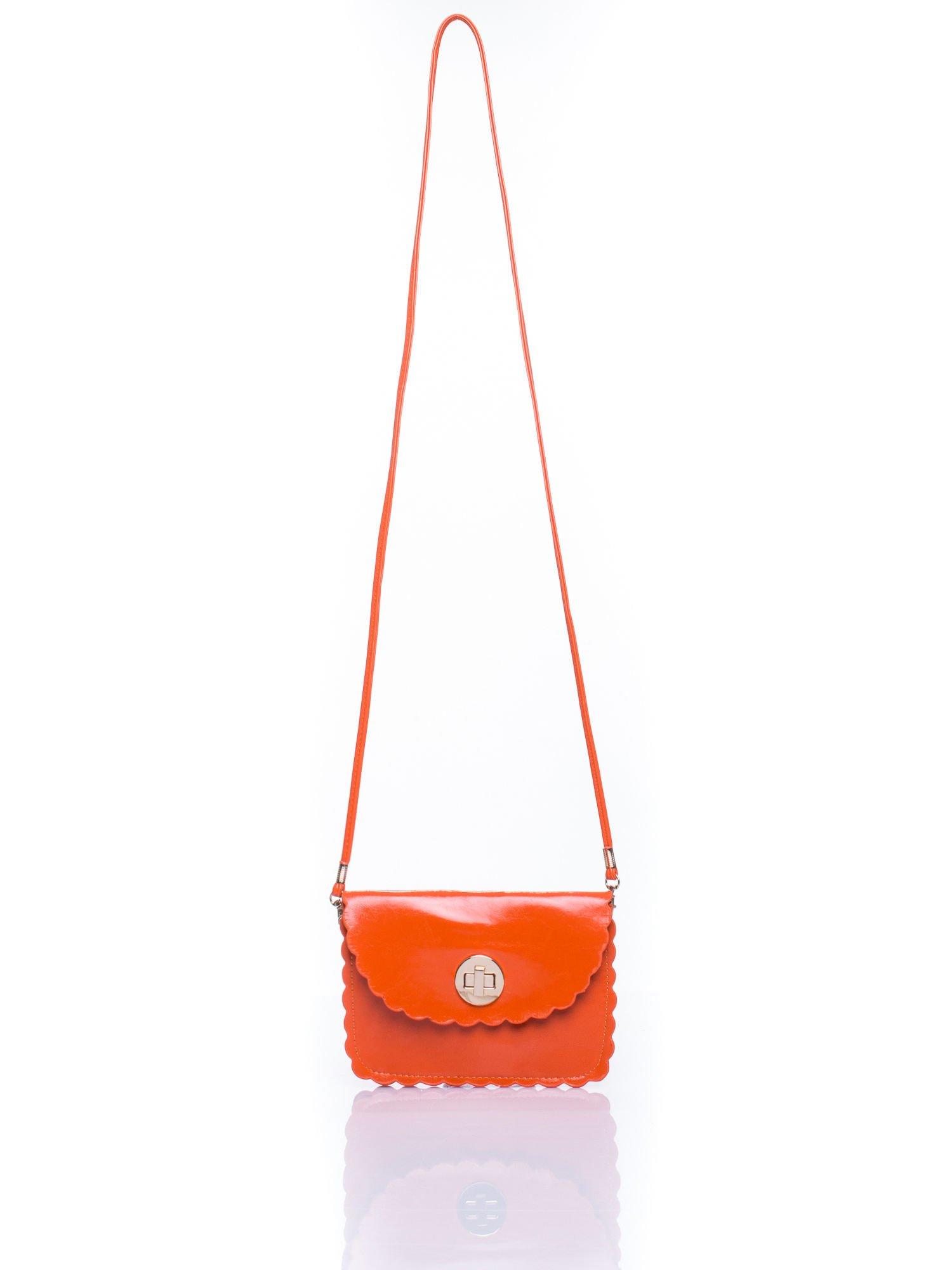 Pomrańczowa torebka listonoszka z falowanym wykończeniem                                  zdj.                                  4