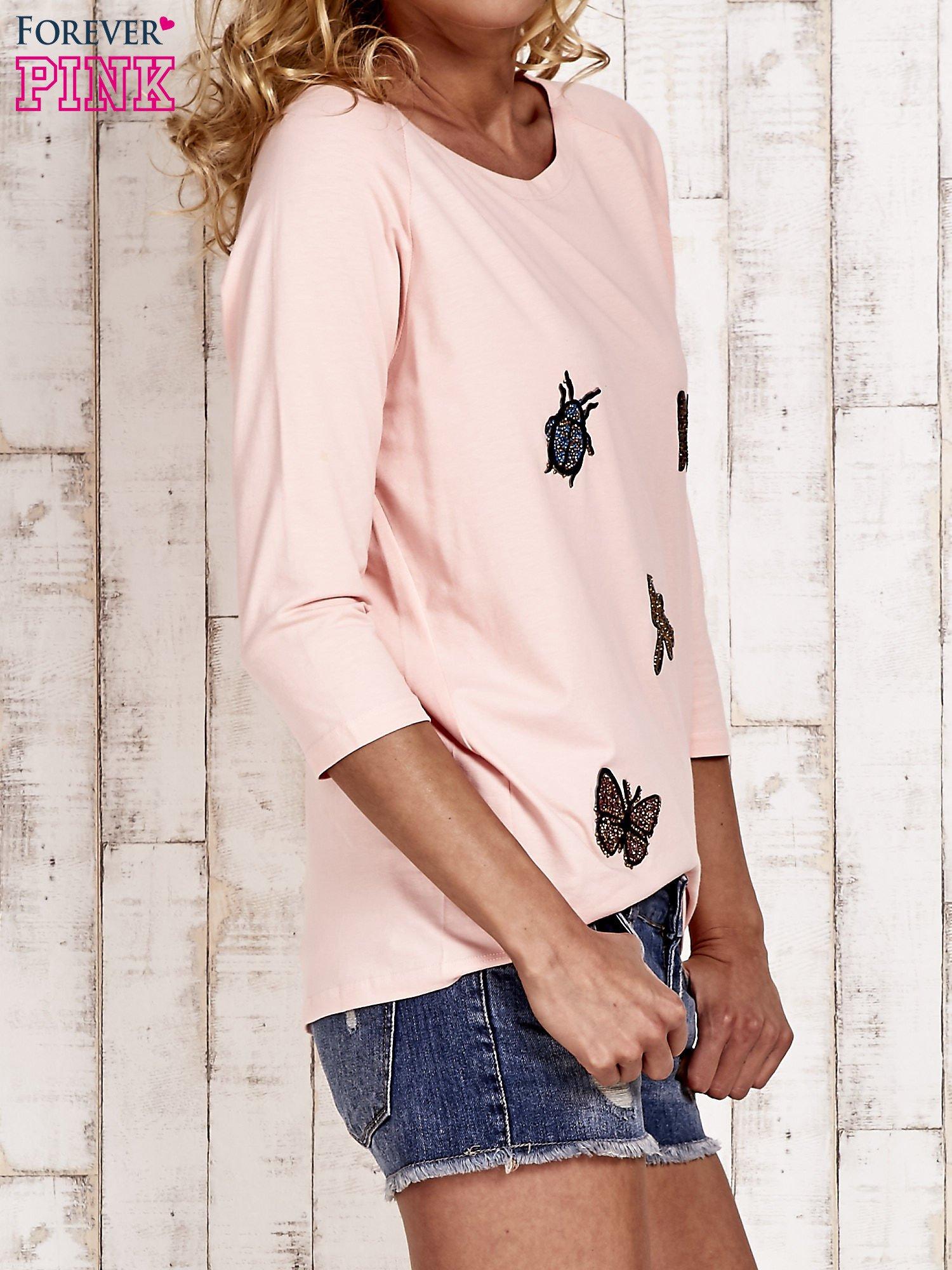 Różowa bluzka z aplikacją owadów                                  zdj.                                  3
