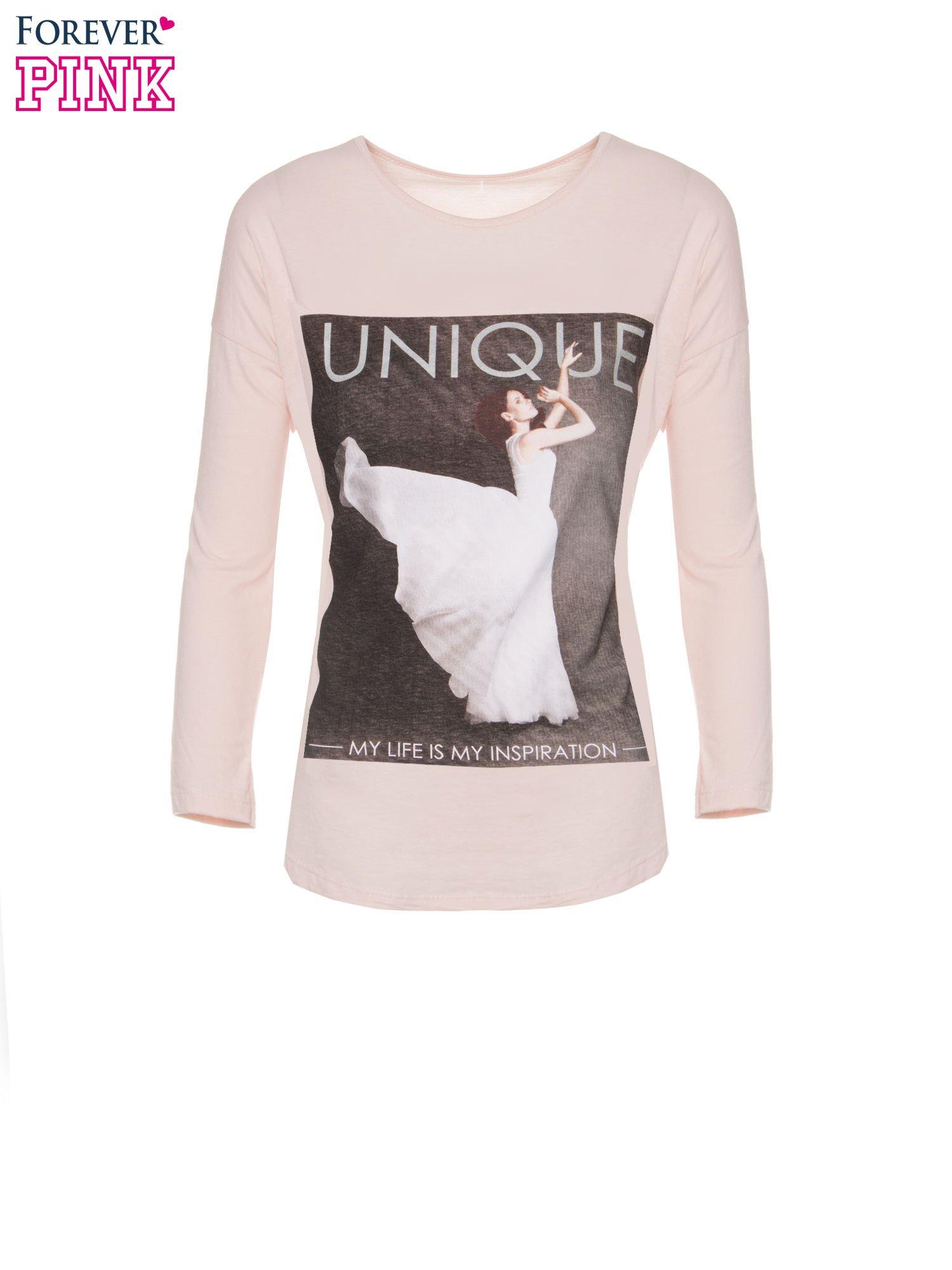 Różowa bluzka z nadrukiem kobiety i napisem UNIQUE                                  zdj.                                  5