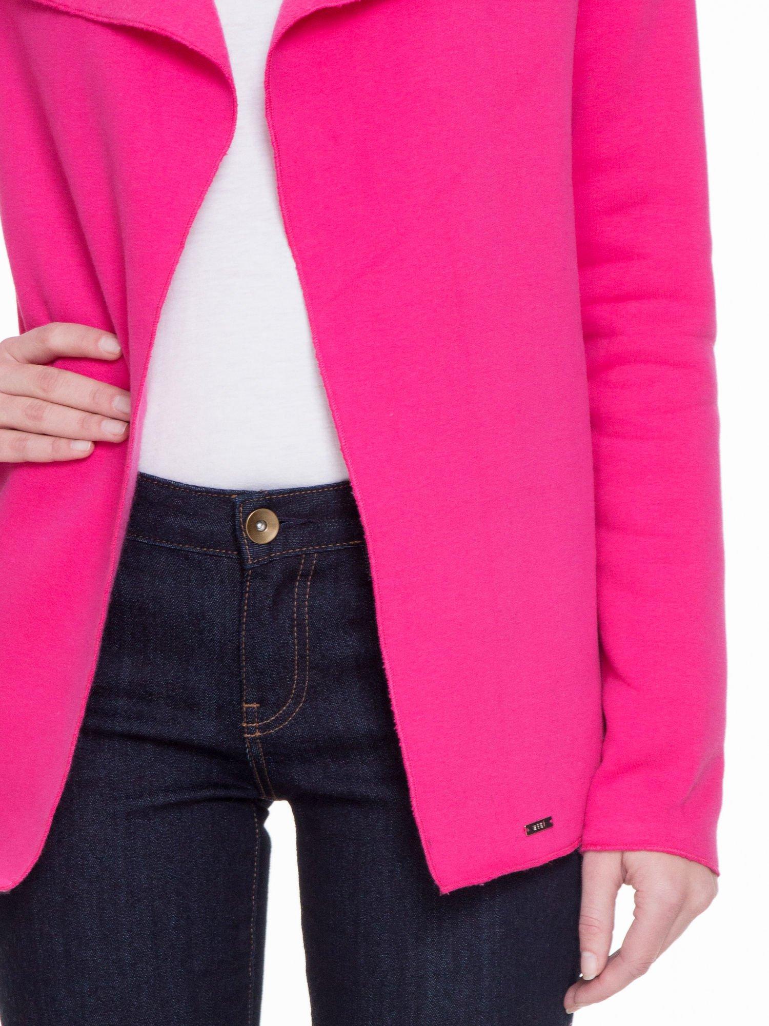 Różowa bluzonarzutka z klapami o kroju waterfall                                  zdj.                                  5