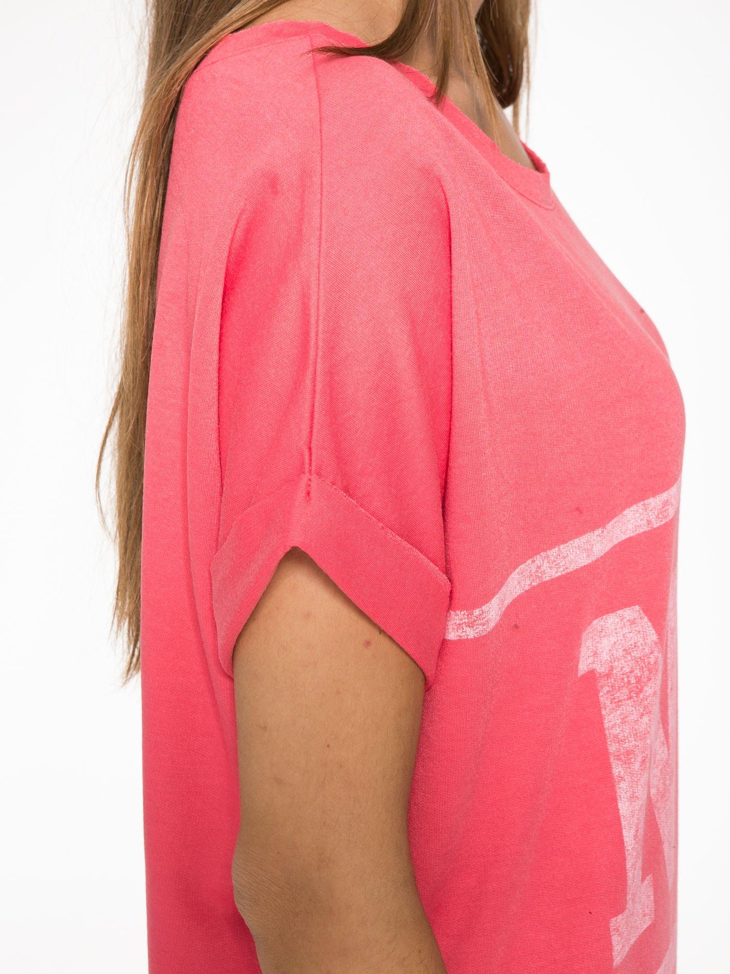 Różowa bluzosukienka z nadrukiem NYC                                  zdj.                                  9