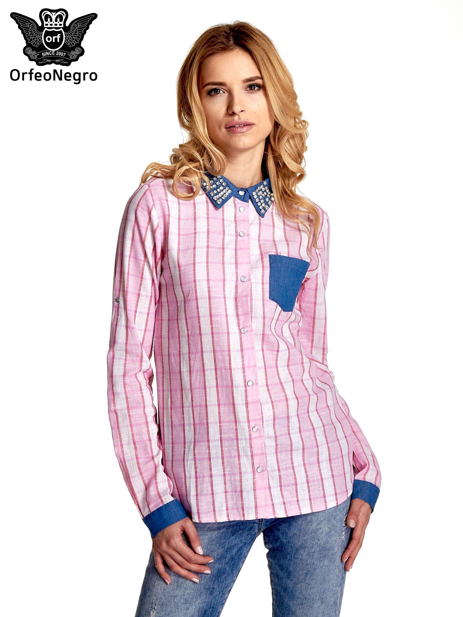 Różowa koszula w kratę z kołnierzykiem, mankietami i kieszonką z ciemnego denimu                                  zdj.                                  1