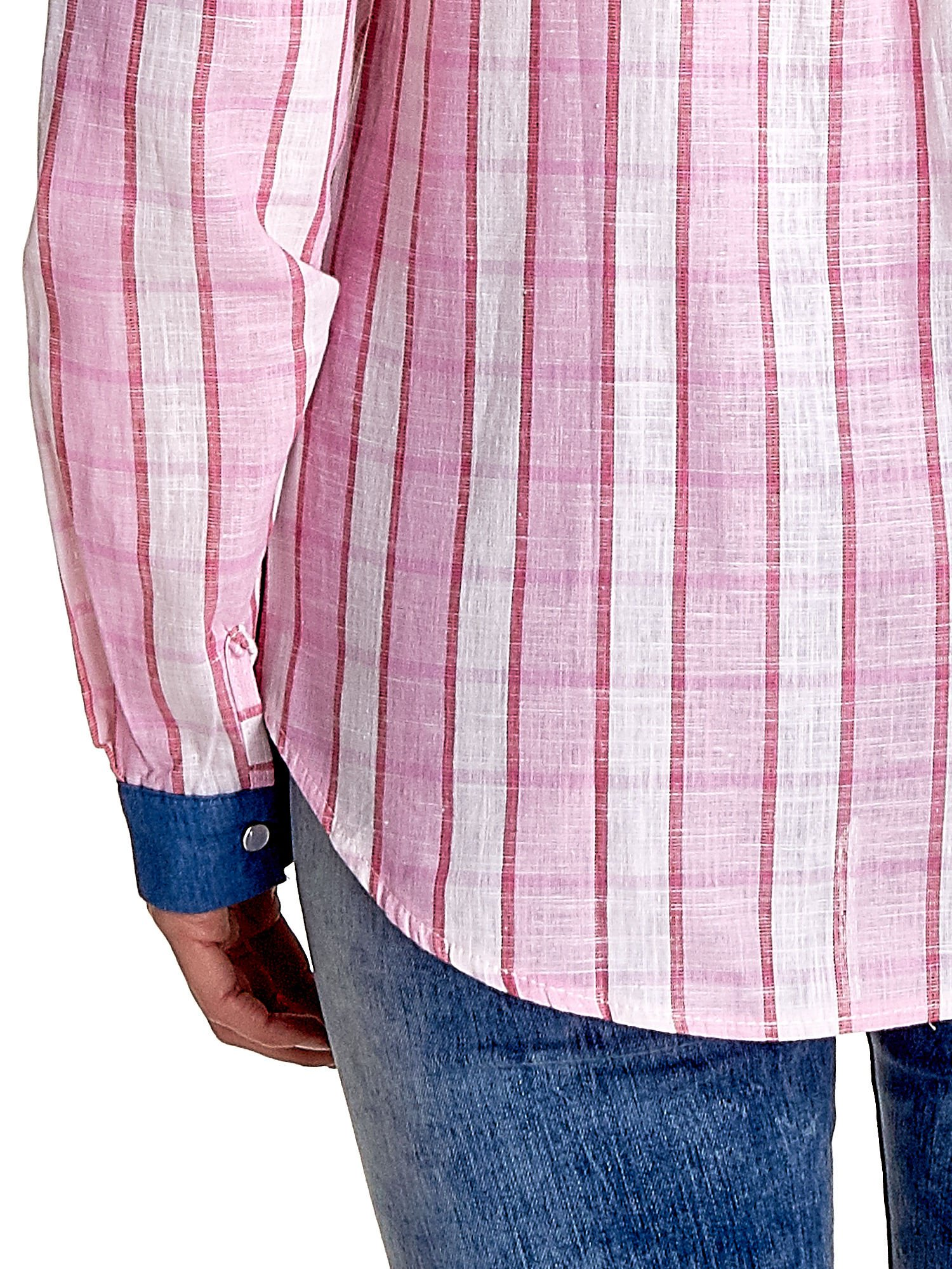 Różowa koszula w kratę z kołnierzykiem, mankietami i kieszonką z ciemnego denimu                                  zdj.                                  7