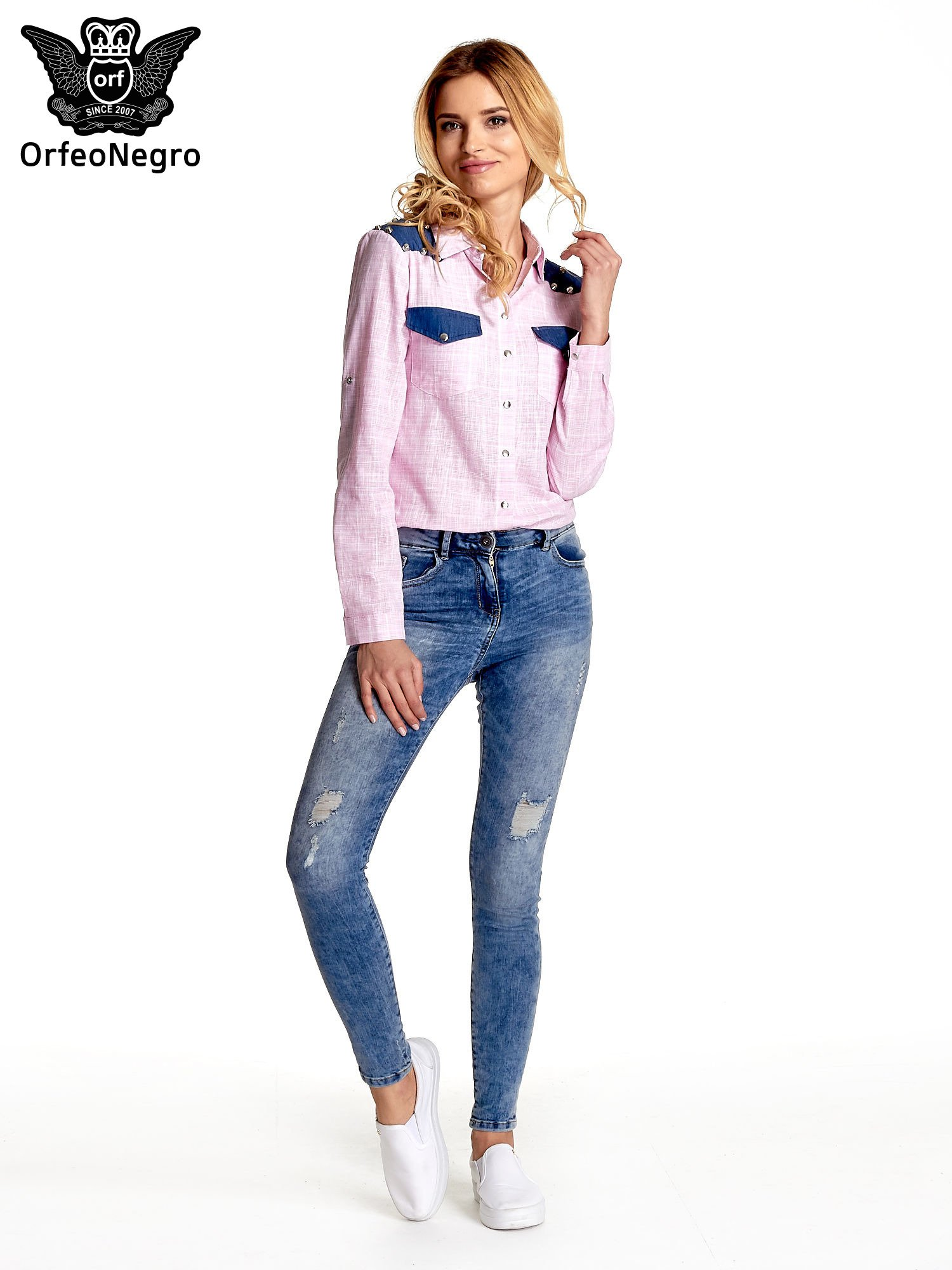 Różowa koszula w kratę ze wstawkami na ramionach i patkami z denimu                                  zdj.                                  2