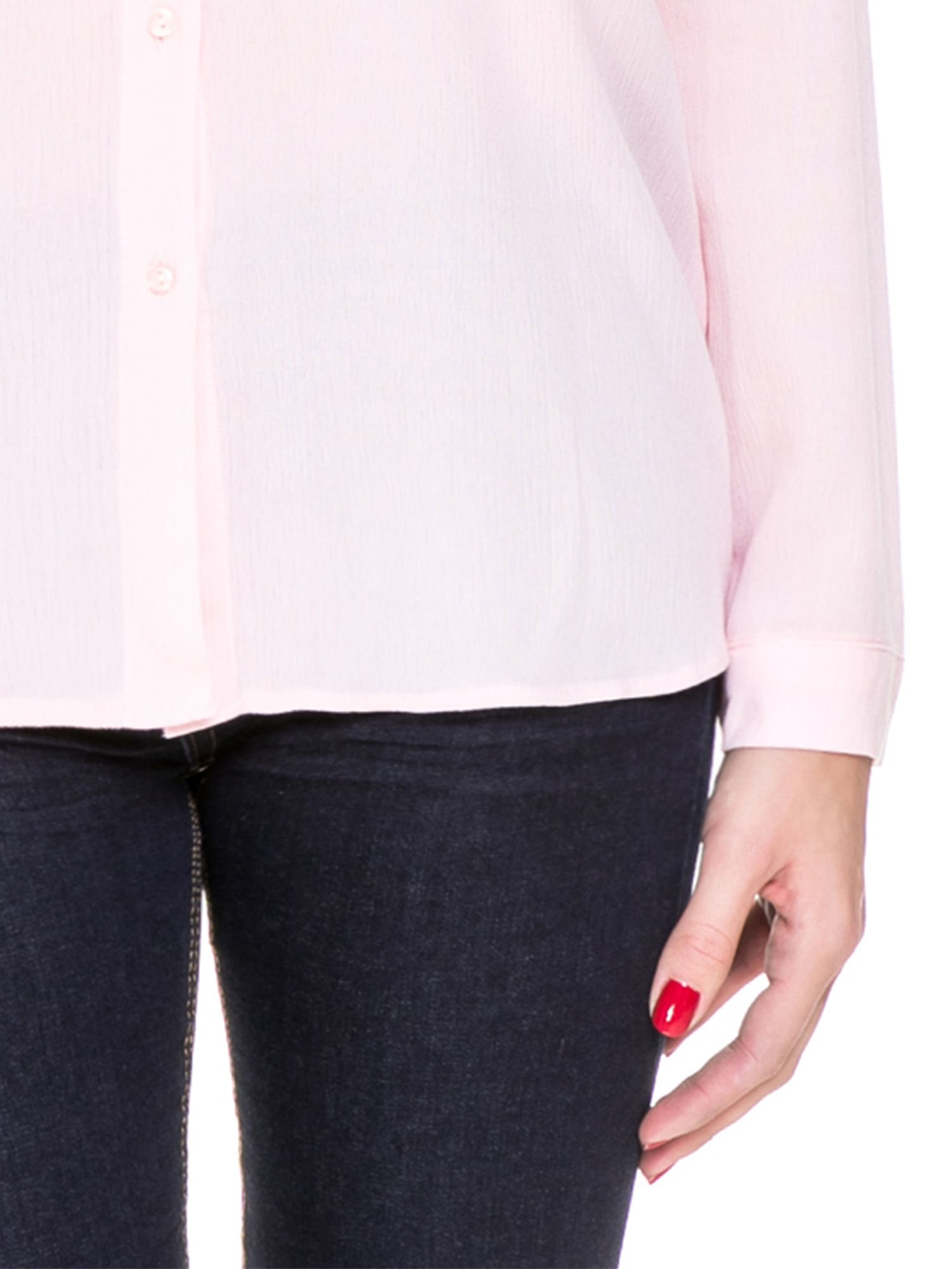 Różowa koszula z biżuteryjnym kołnierzykiem i kieszonkami                                  zdj.                                  8
