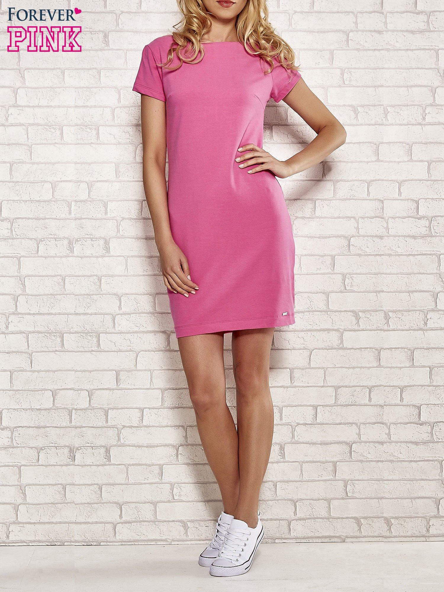 Różowa sukienka dresowa o prostym kroju                                  zdj.                                  4
