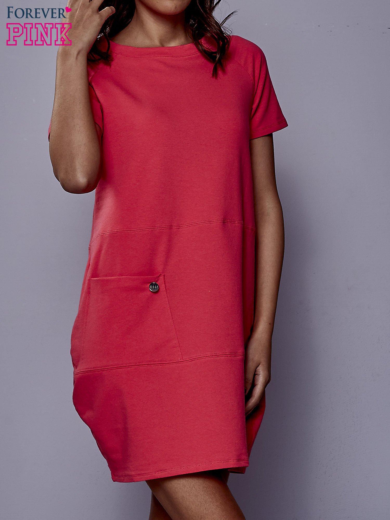 Różowa sukienka dresowa z kieszenią z boku                                  zdj.                                  1